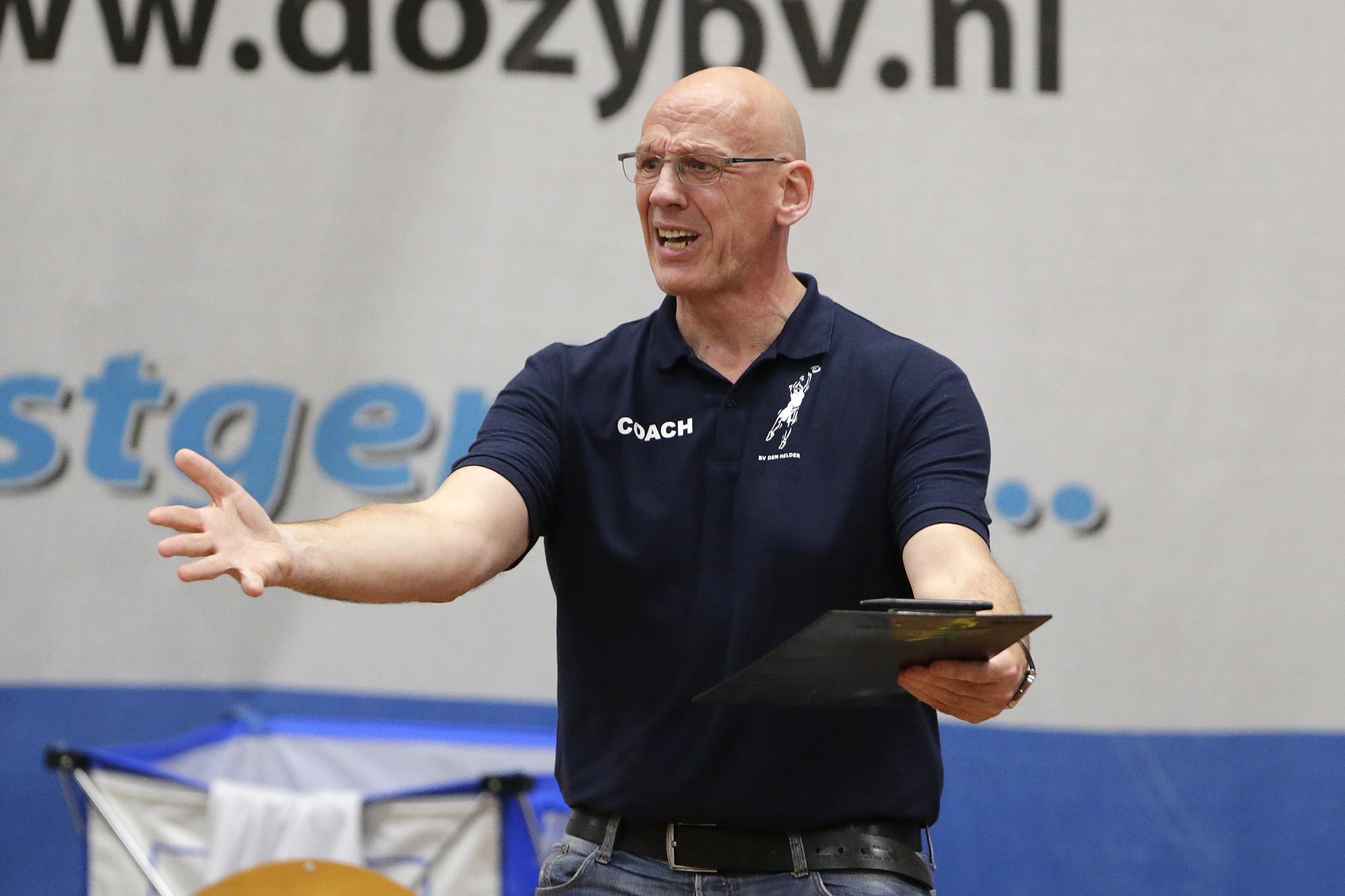 Basketbalsters Den Helder winnen wel, maar halen nog altijd niet het niveau waar coach Bennes op rekent. 'In deze fase van de competitie moeten we verder zijn'