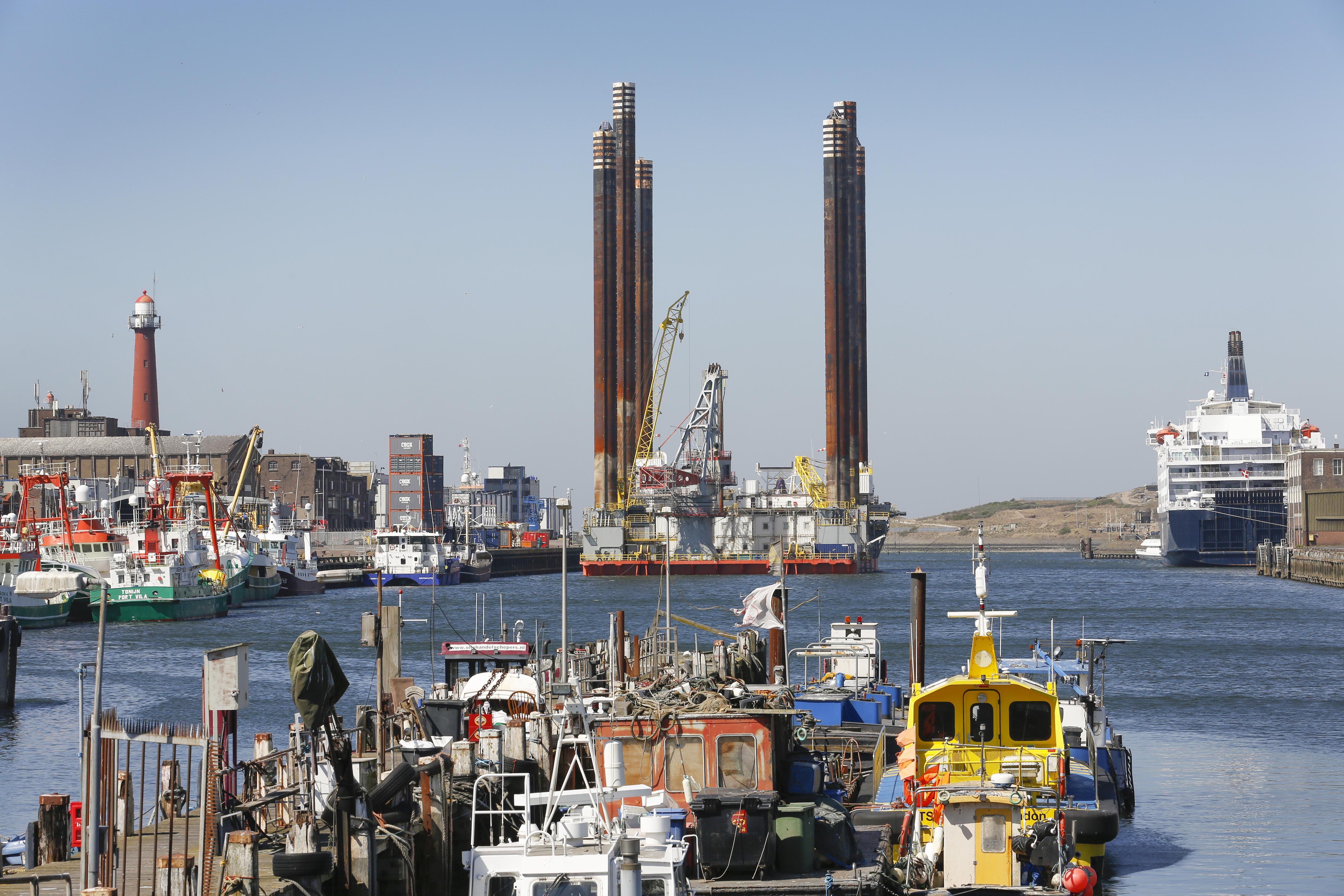 Honderden bedrijven uit de IJmond krijgen loonsubsidie van de overheid. Van Tata Steel, tot visverwerkers en de transportsector