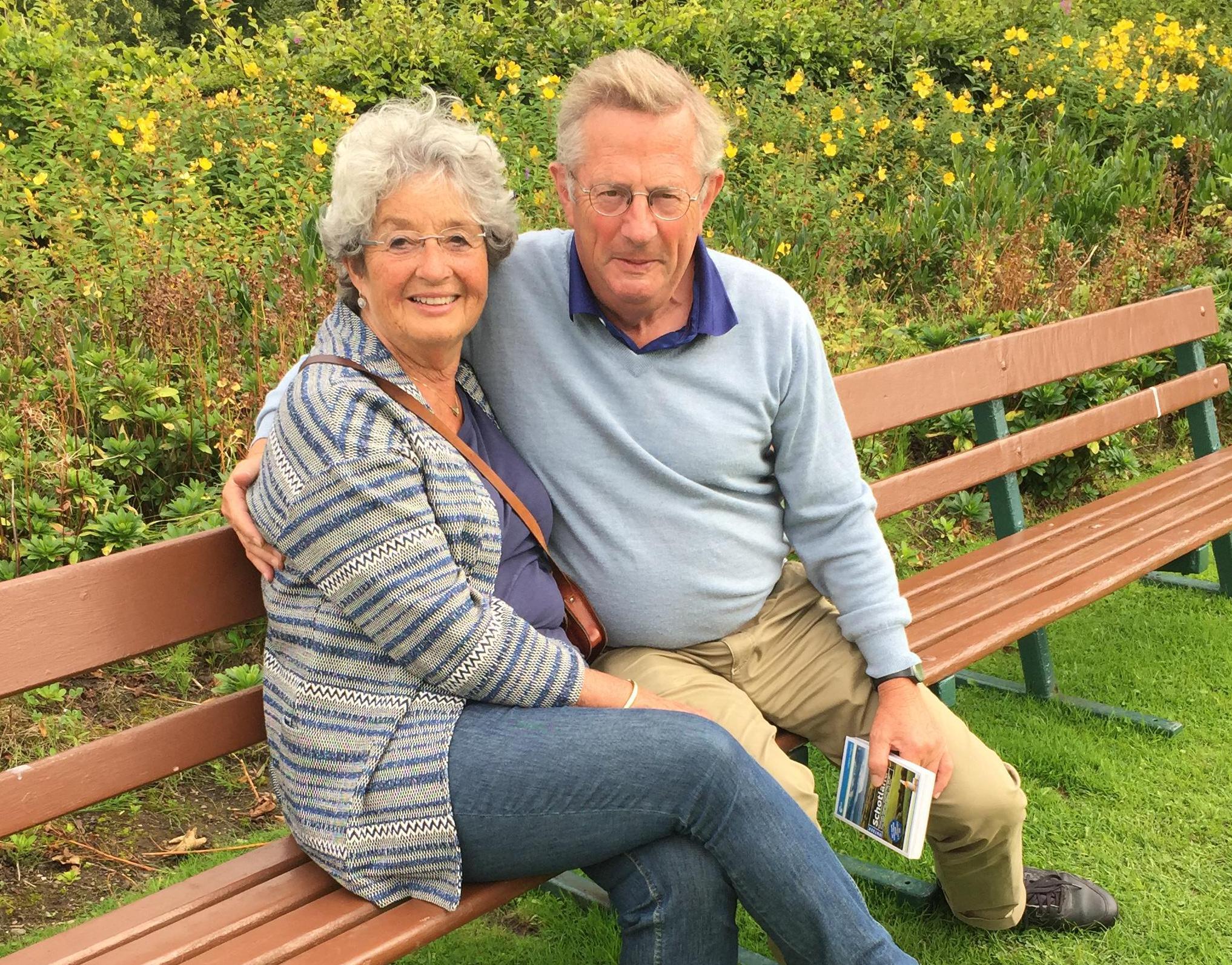 AOW'ers Hein en Corine Muller vragen ouderen hun vakantiegeld te schenken aan culturele sector; 'We kunnen niet op vakantie, maar wel iets terugdoen voor maatschappij'