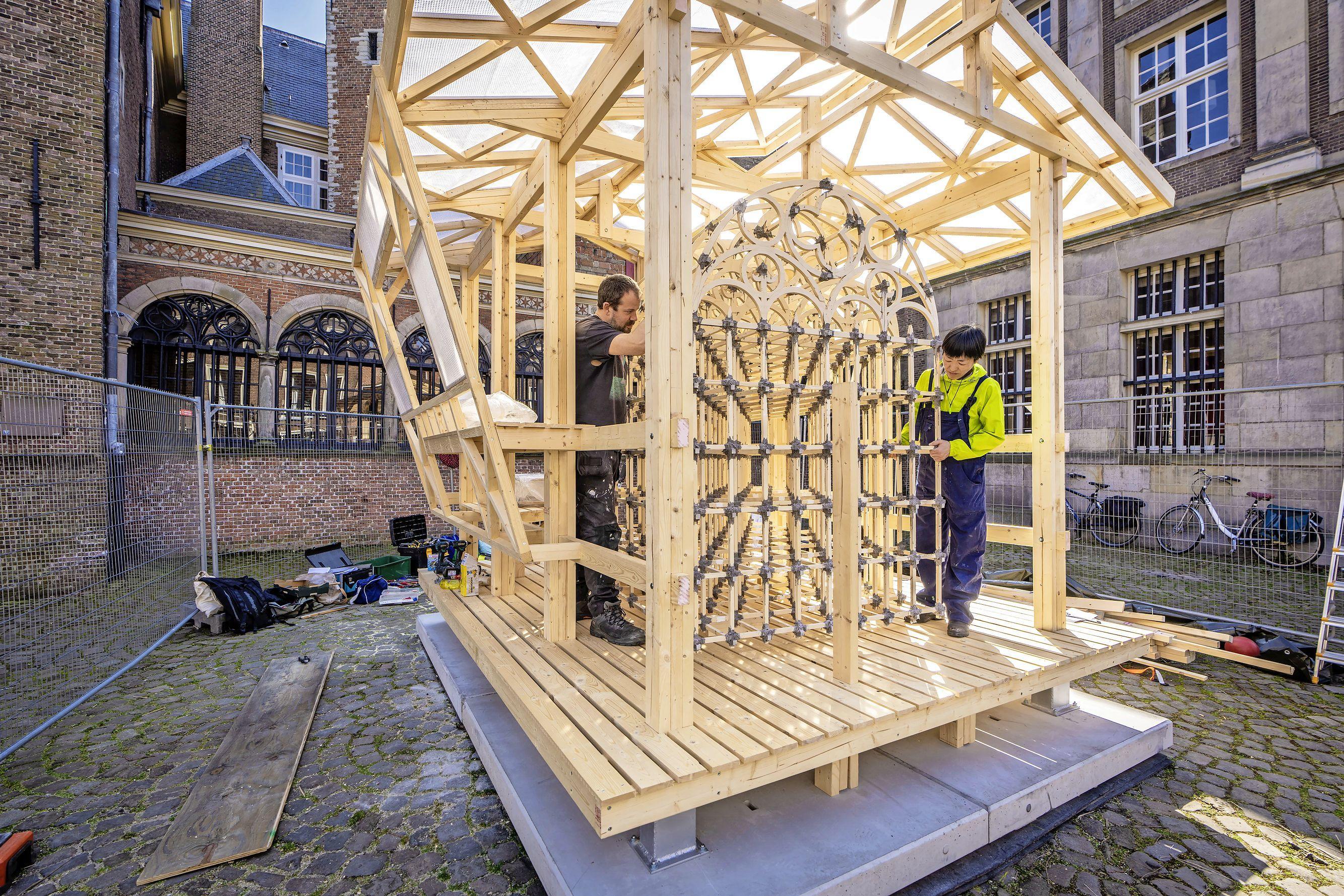 Leidse CDA-fractievoorzitter Joost Bleijie stelt vragen over kunstwerk op het Gerecht: 'Stop met vervuiling van het historische stadsbeeld'