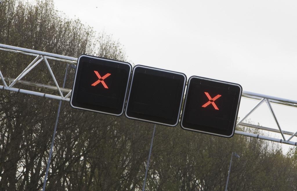 Automobilisten negeren rode kruizen bij ongeval op A8