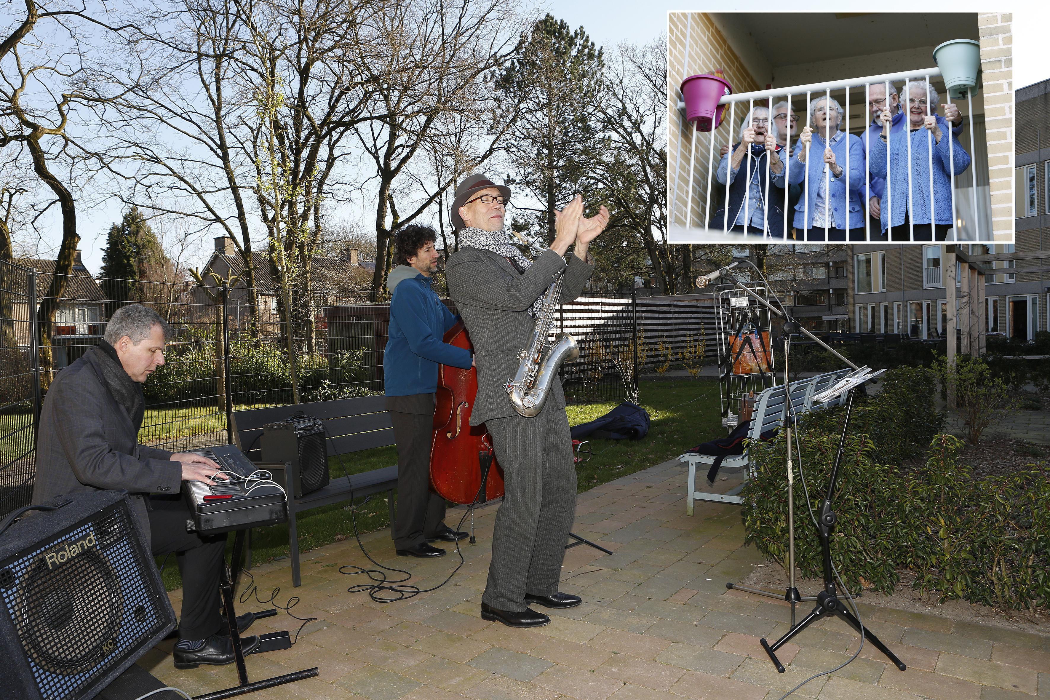 Live muziek voor bewoners van de Beukenhof in Loosdrecht en Gooiers Erf in Hilversum