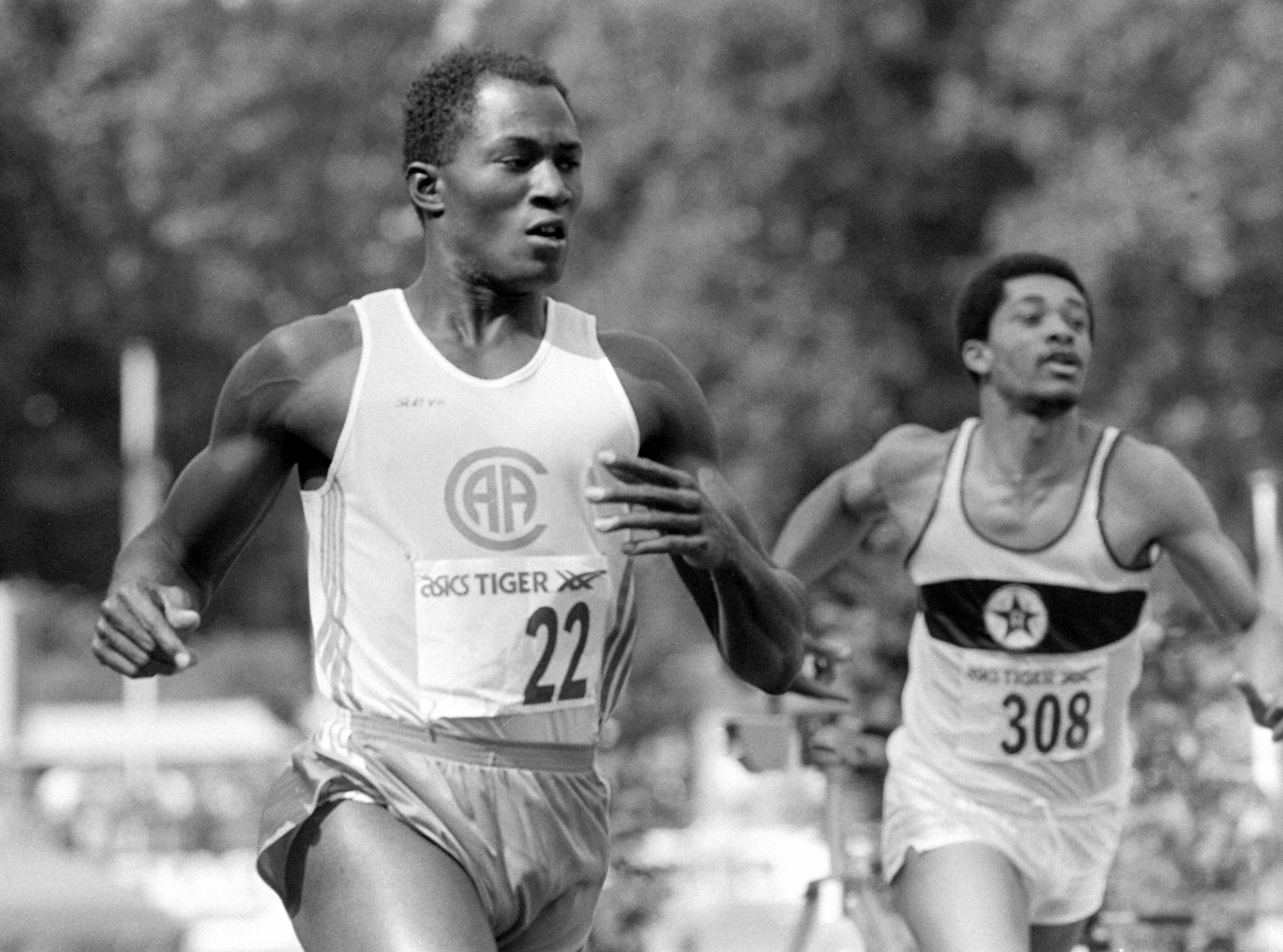 Vandaag in 1986 is Achmed de Kom voor het eerst de snelste op de 100 meter. De sprinter verdwijnt echter met een hoop ophef uit de atletiek