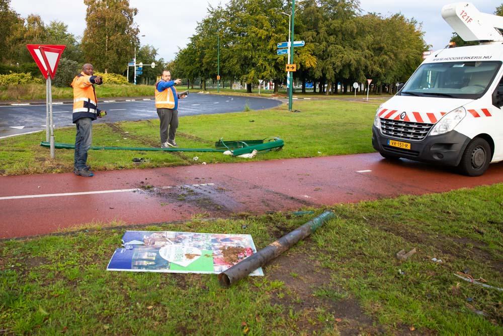 Ravage door ongeval bij rotonde in Baarn