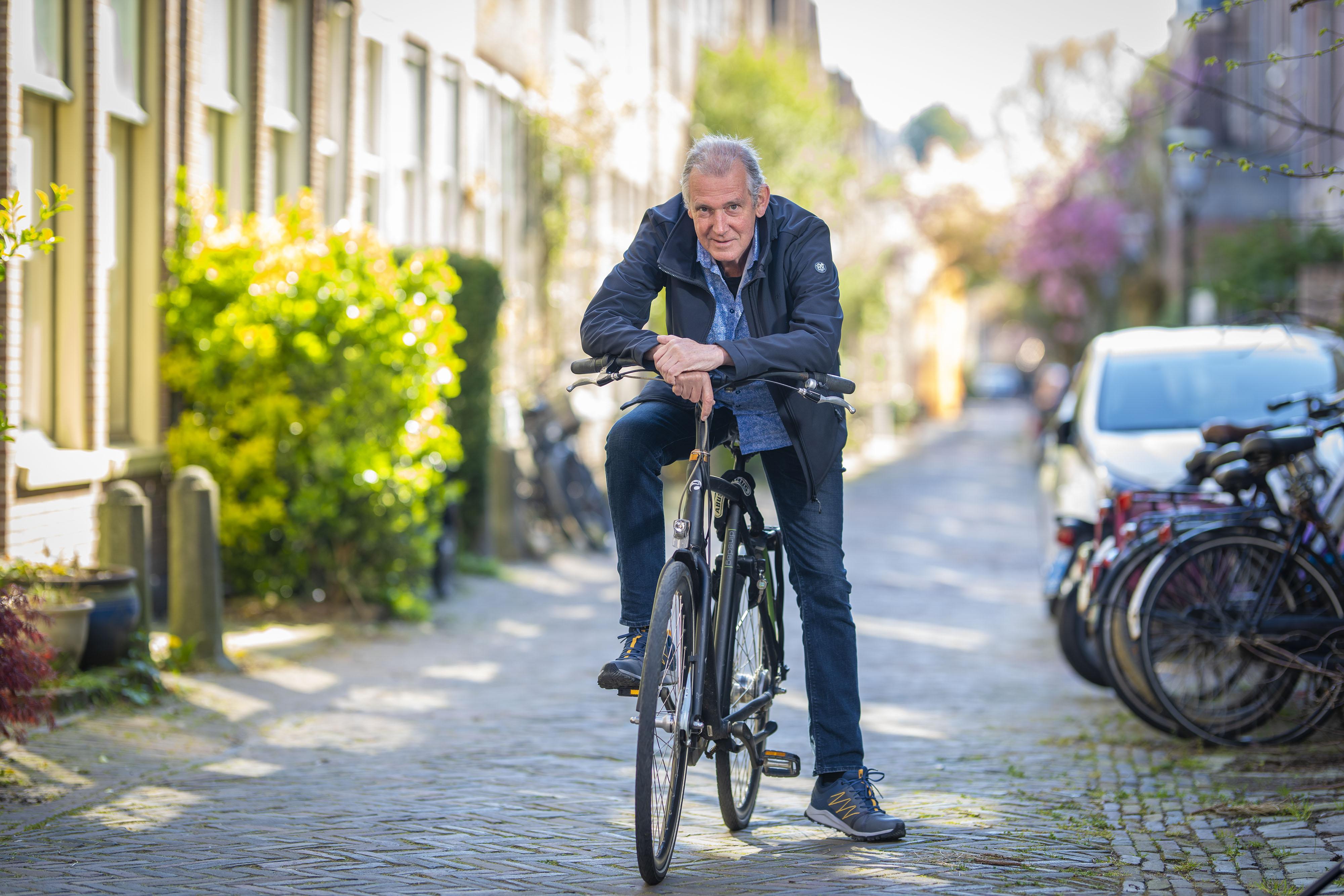 Sjaak van der Velden schrijft na maanden intensieve coronazorg een boek, als ode aan de vriendschap en de zorg: 'Het zijn overal mensen die het verschil maken'
