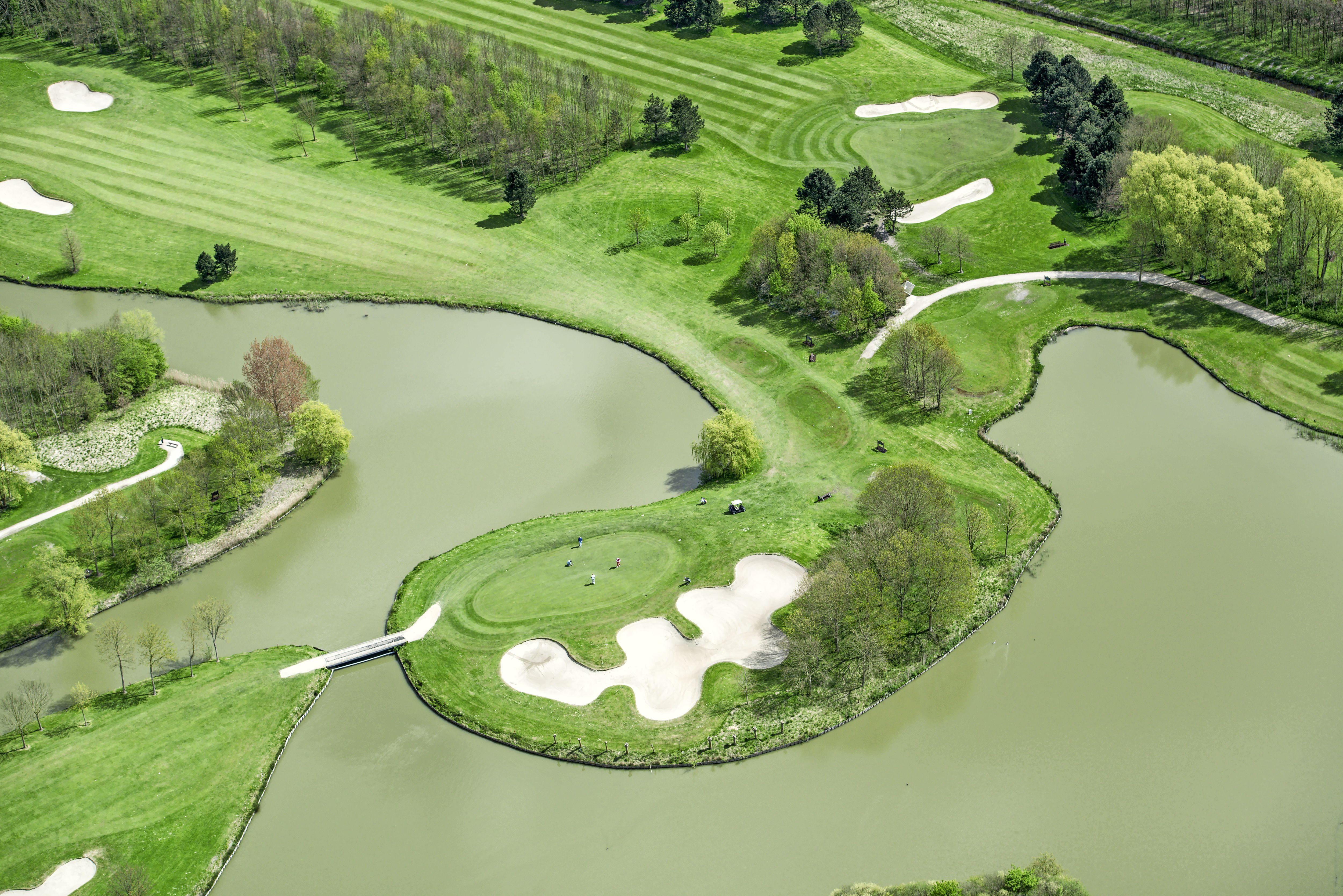 De hele oostflank van Purmerend krijgt één ontwikkelsvisie; meer woningen op terrein van de golfbaan en integratie van Purmerbos
