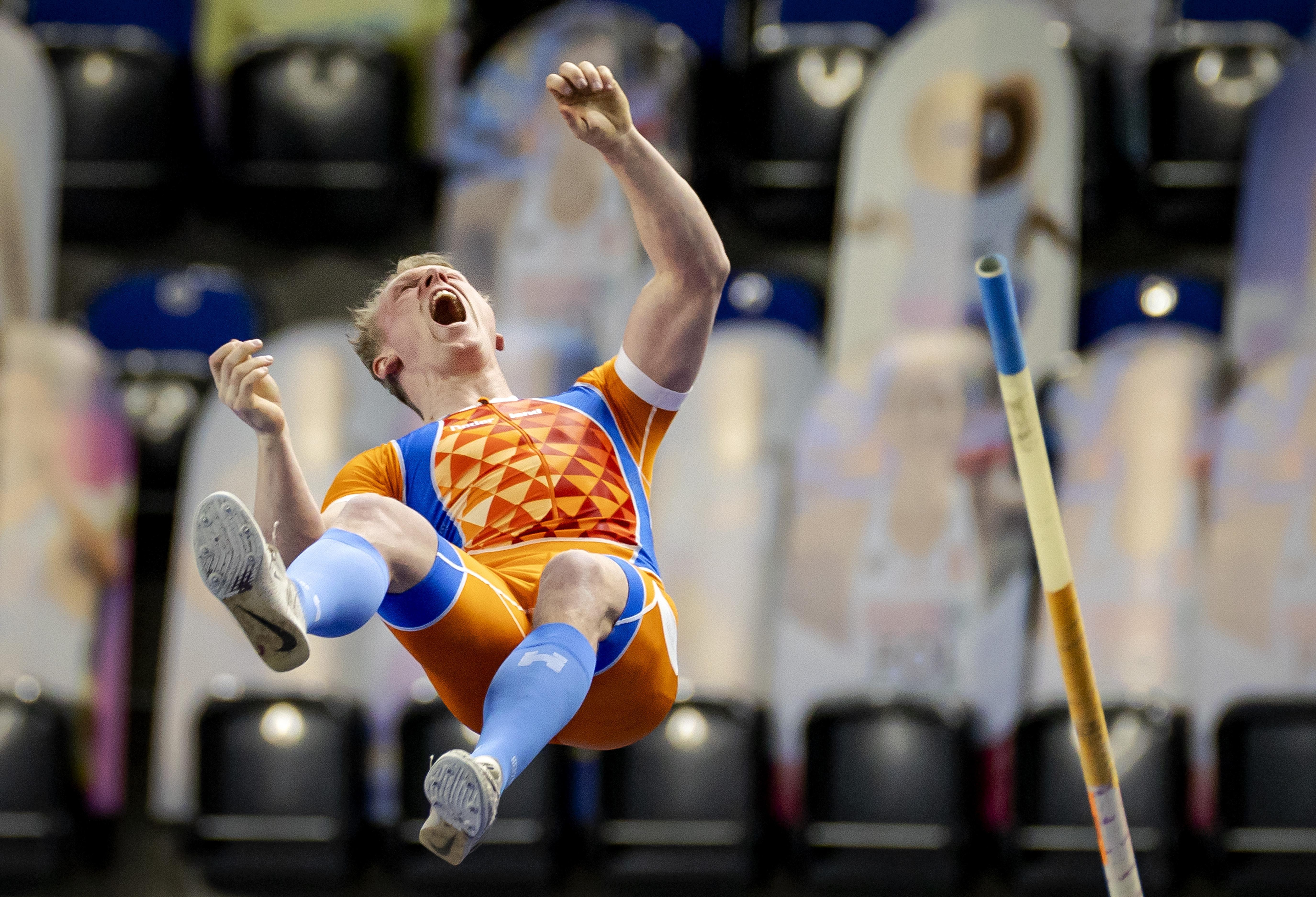 Polsstokhoogspringer Menno Vloon kan zich niet onderscheiden bij EK indooratletiek: gedeelde vijfde plaats