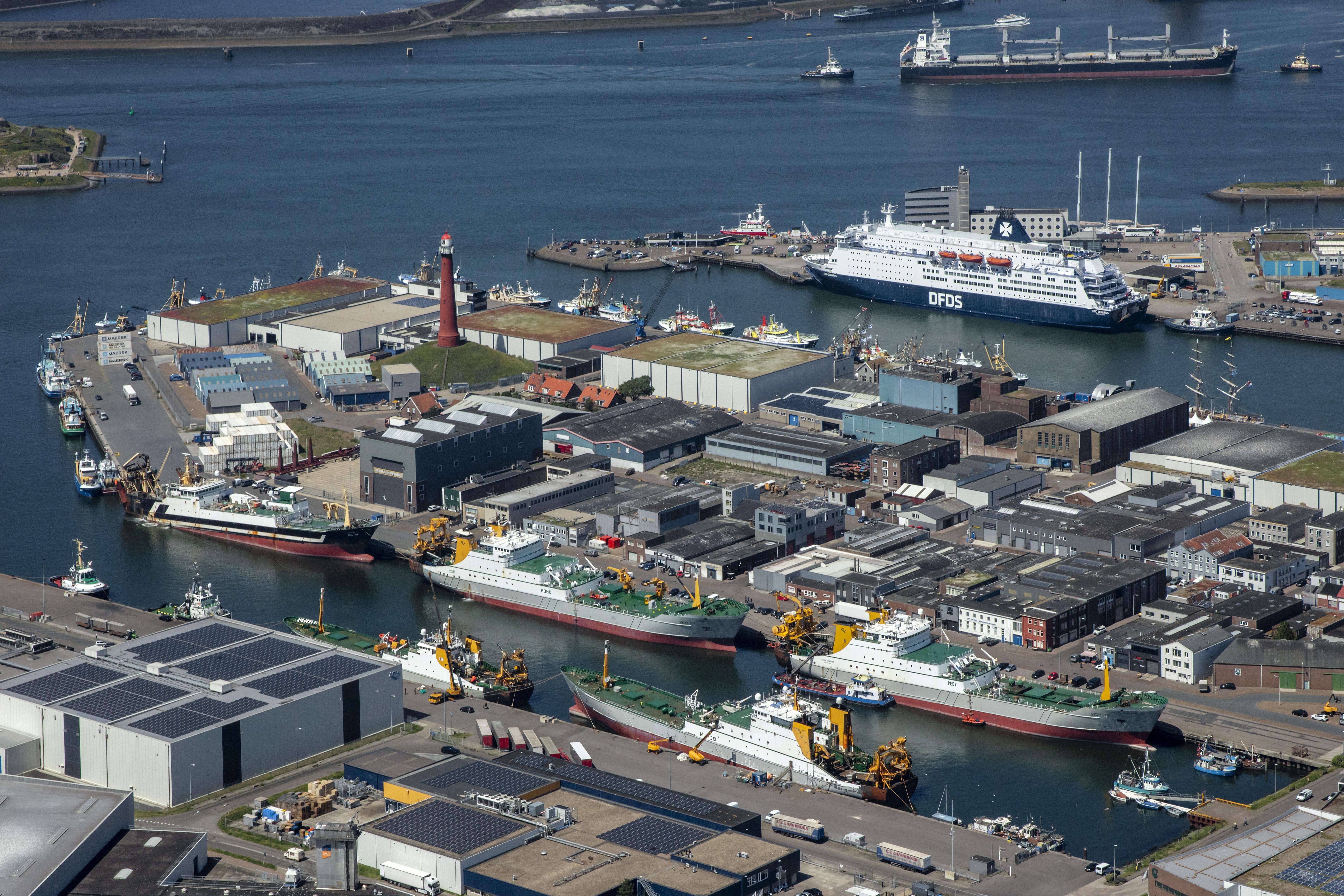 Het is een tijd voor de haven van IJmuiden vol ups en downs. Eerst de Brexit en nu covid-19. 'De gevolgen zijn nog niet te overzien' [video]