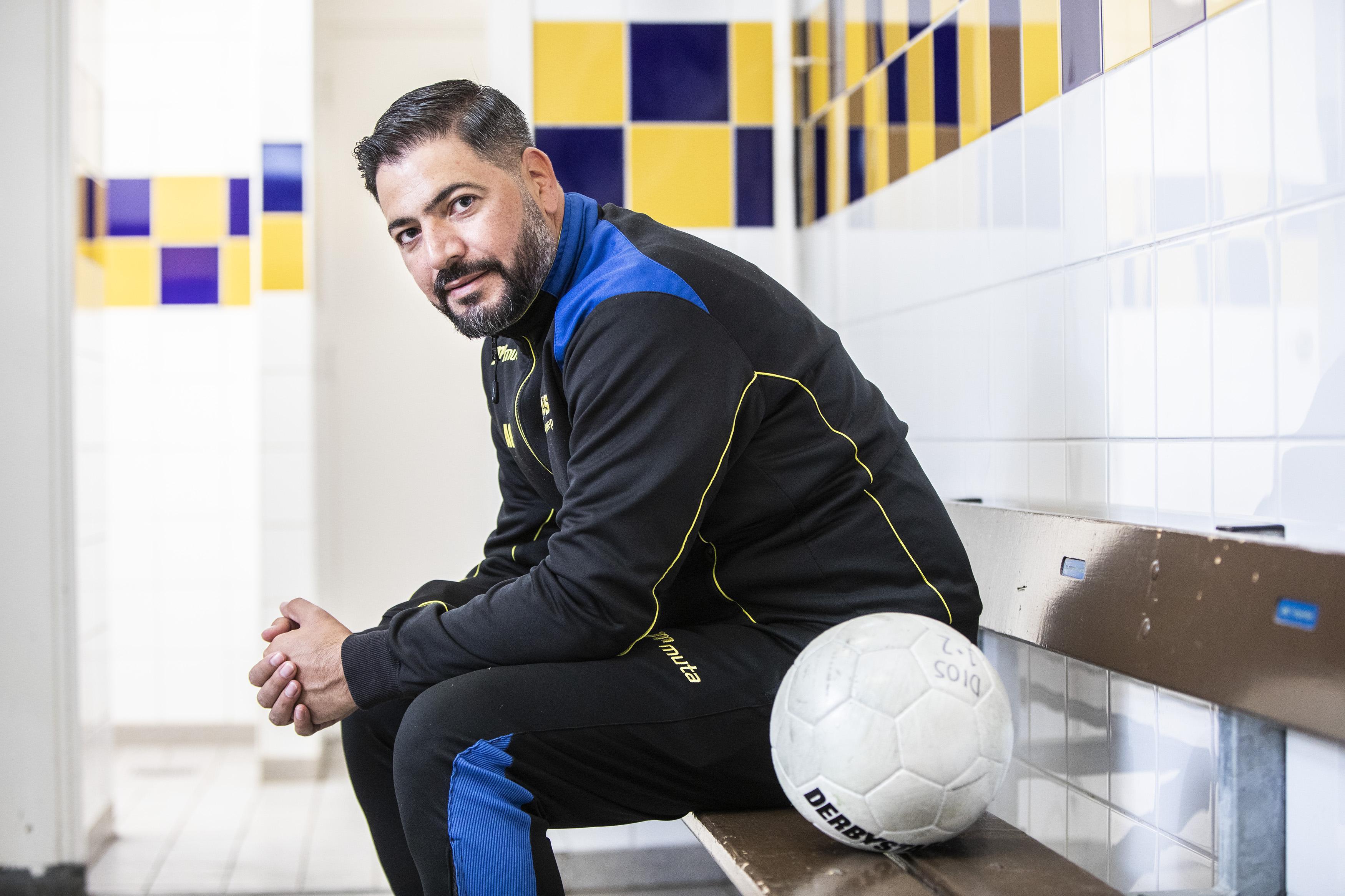 Na zijn dochter is voetbal het belangrijkste in het leven van Ayhan Cargili, die bij twee clubs actief is als trainer