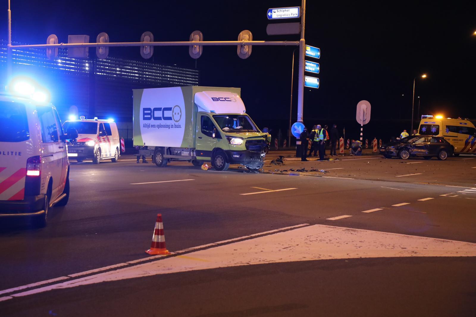 Gewonde na botsing tussen auto en bestelbus in Schiphol-Rijk