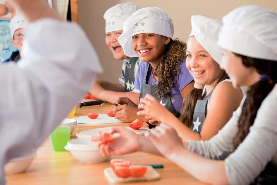Kinderen en volwassenen leren koken voor een fitter leven