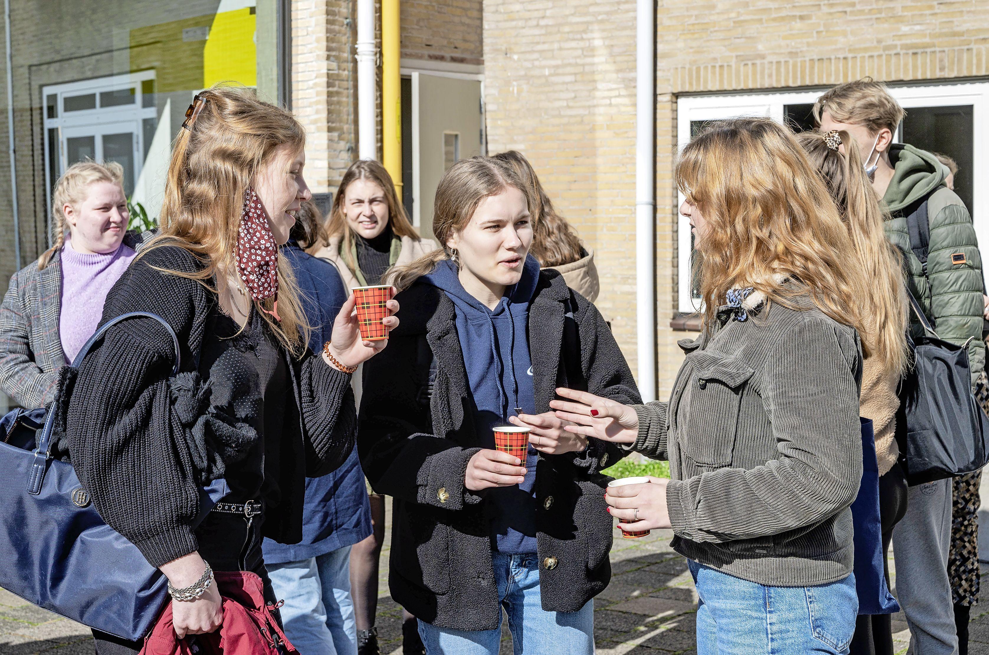 Middelbare scholen herademen na opening: 'Fijn om weer een proefwerk op school te kunnen maken'