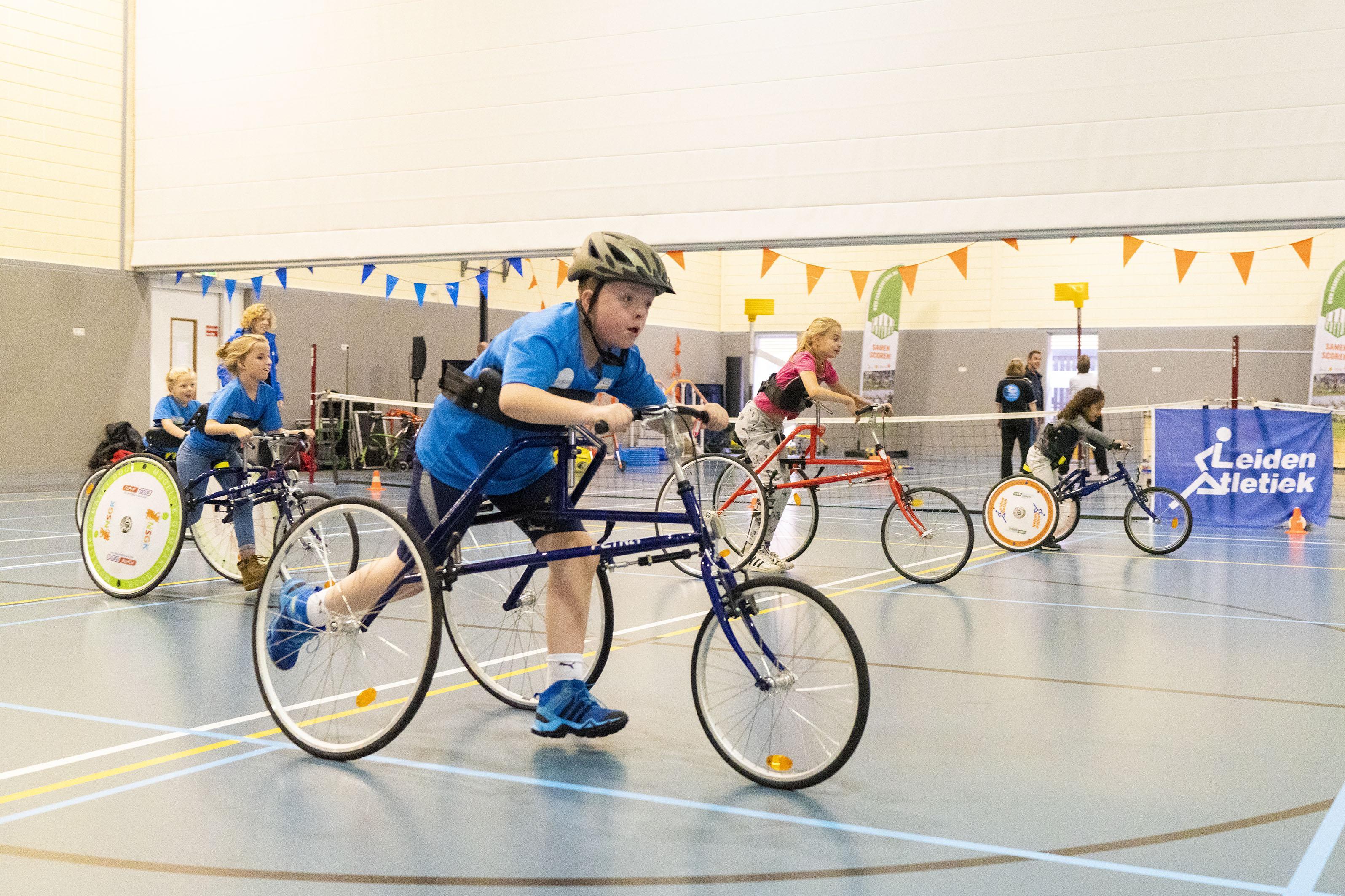 Kinderen proberen sporten uit bij revalidatiecentrum Basalt Leiden