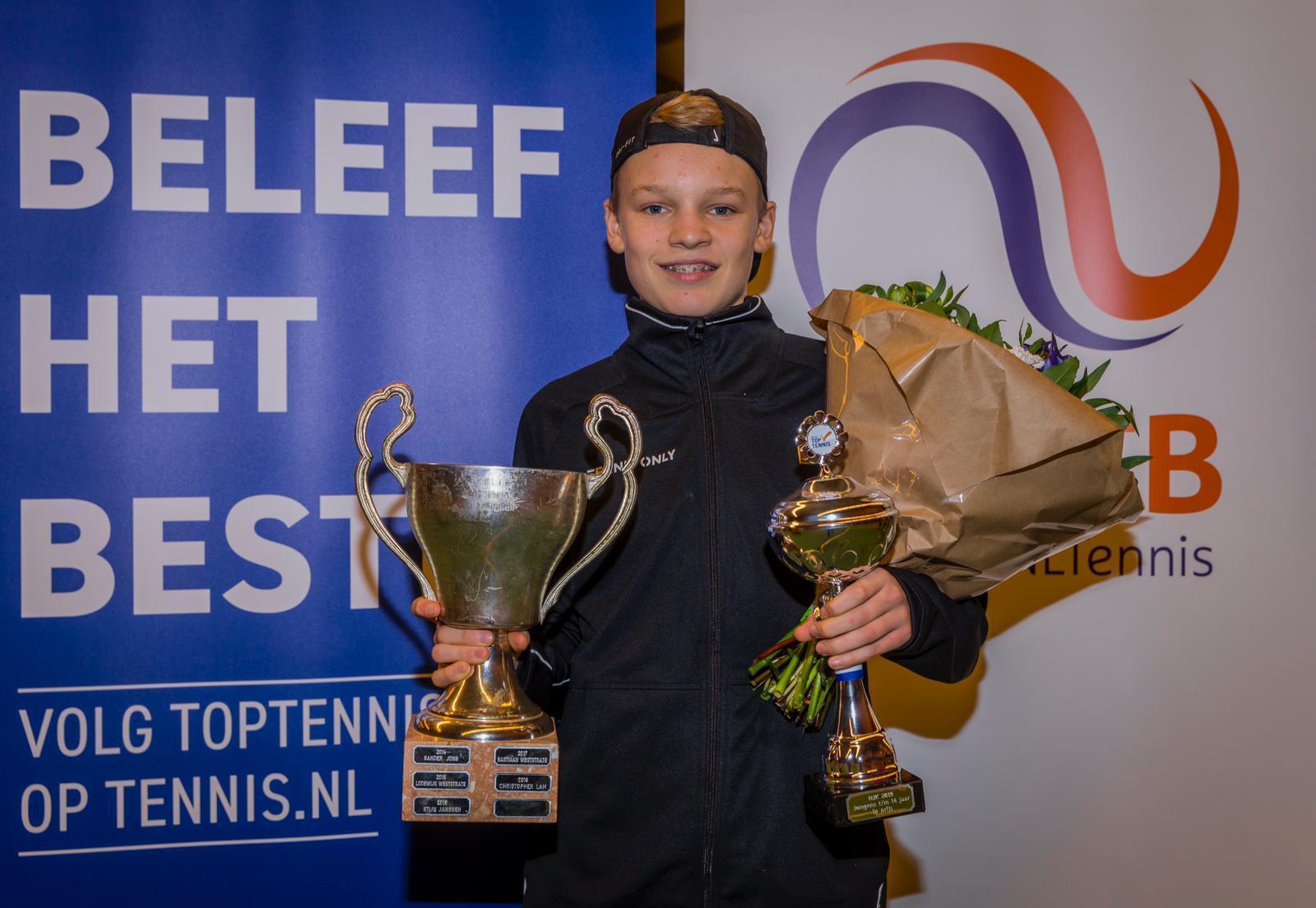 Soest toptalent Abel Forger (14) doet opnieuw van zich spreken: na nationale tennistitel outdoor nu ook Nederlands kampioen indoor