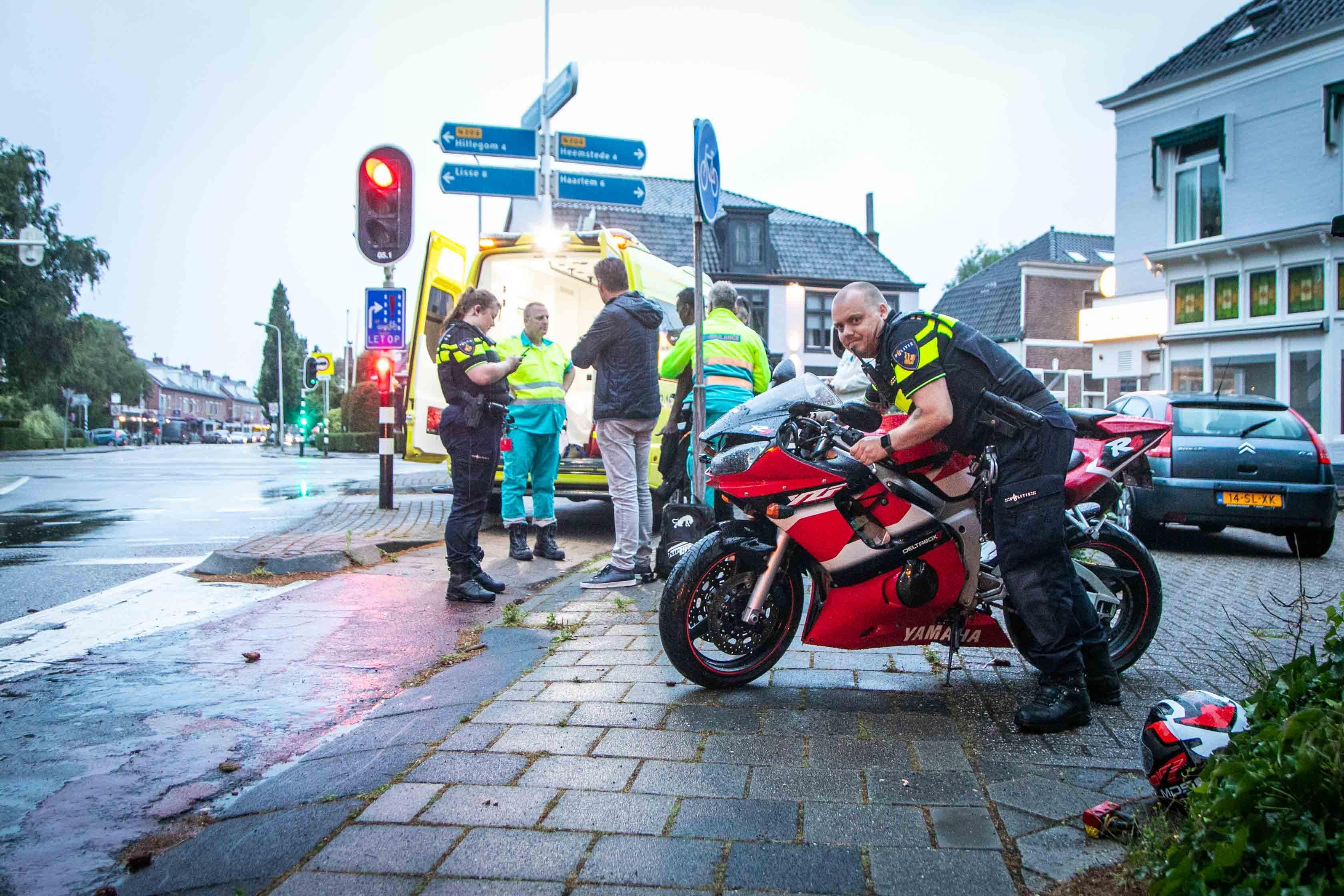 Motorrijder gewond en automobilist aangehouden bij ongeluk in Bennebroek