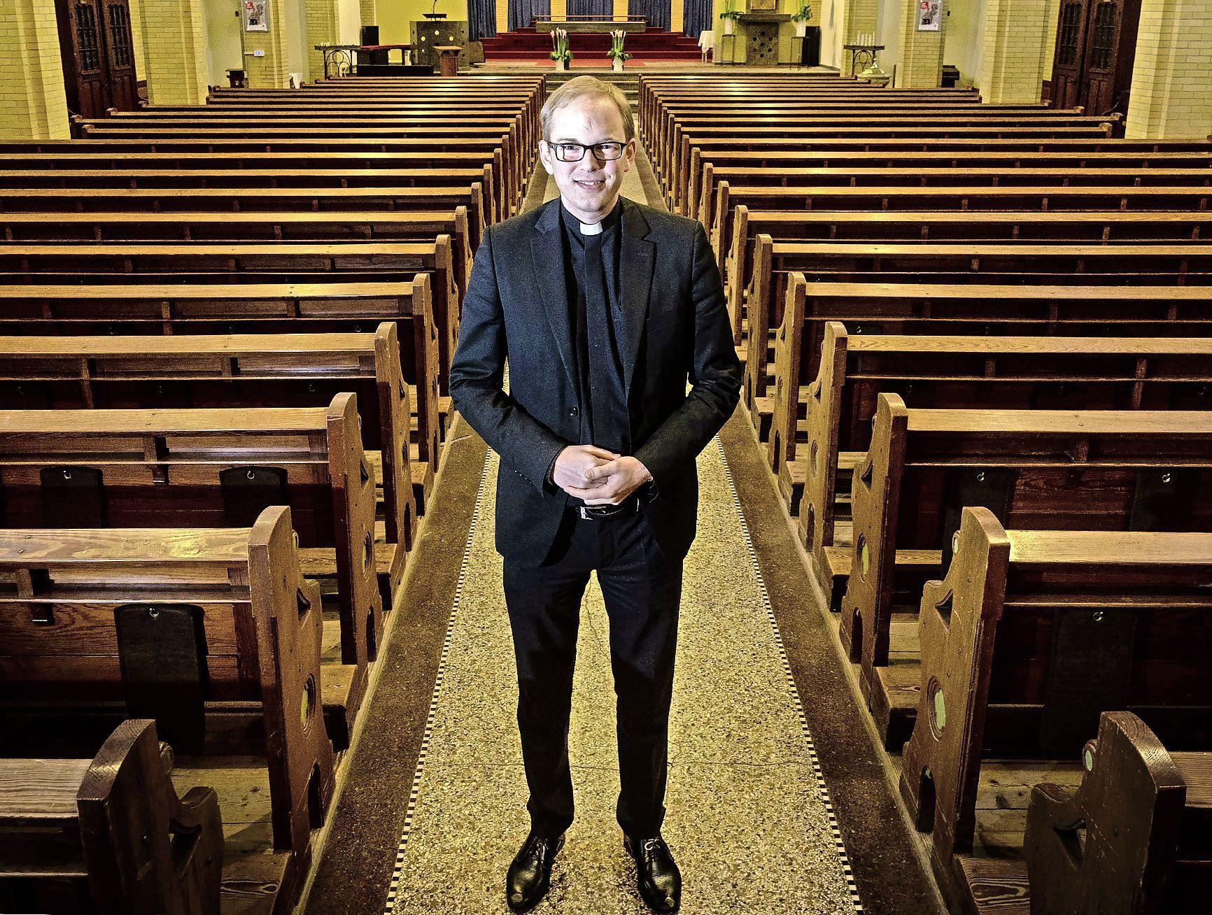 In de kerken van de Noordkop is het niet stil deze Pasen, al is er slechts een klein gezelschap welkom. Voor pastoor Tilma maakt dat niet uit: 'al zijn het er maar tien, ik vind het schitterend'