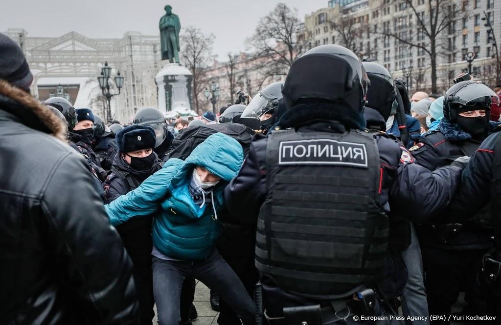 Russische politie laat vrouw Navalni vrij