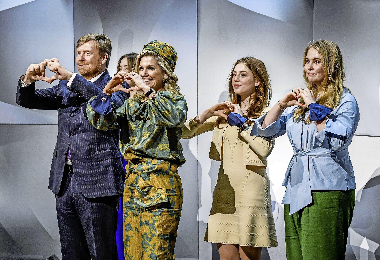 Het coronajuk zat het koninklijke gezin niet dwars om er in Eindhoven een perfecte familieshow van te maken | commentaar