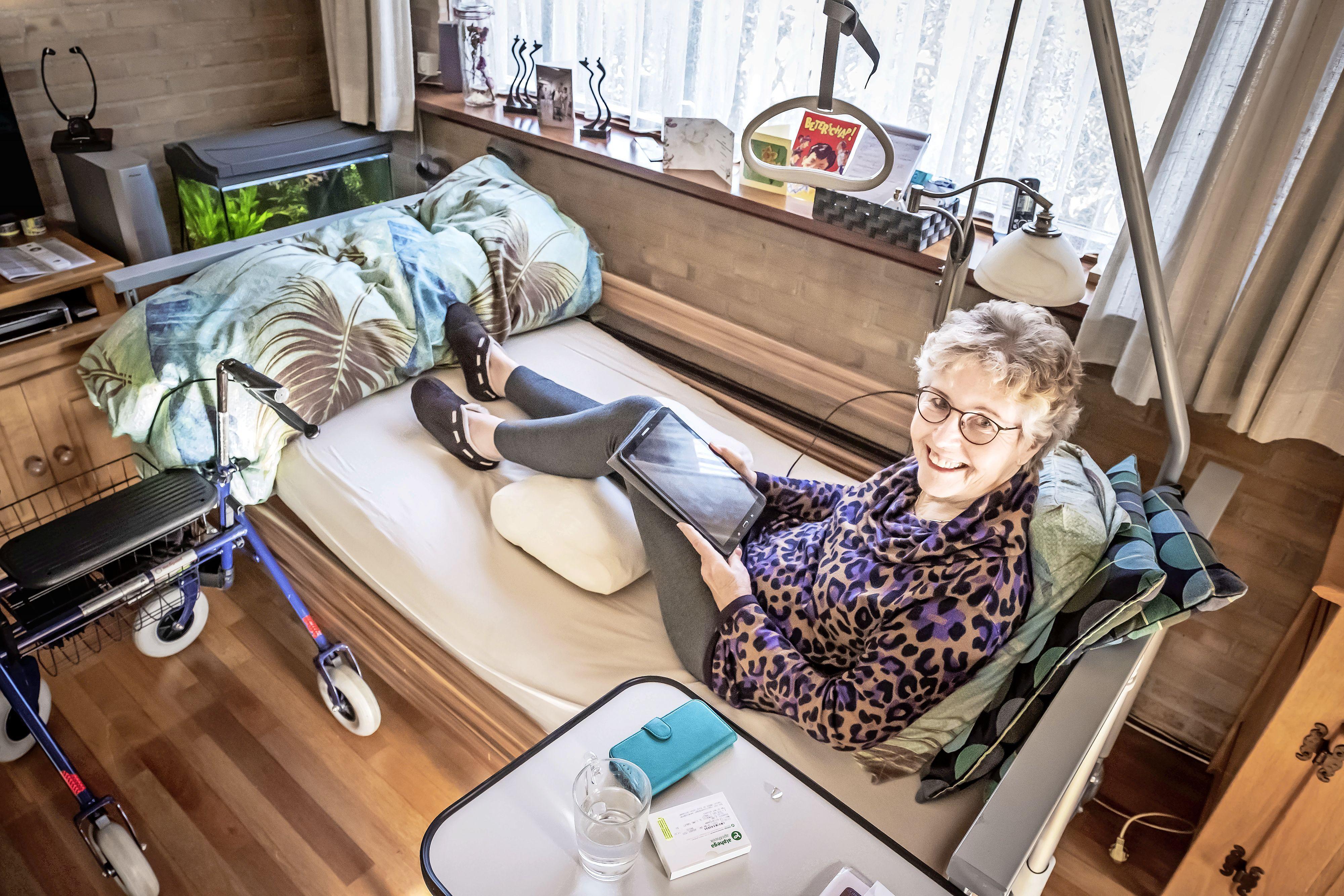 Liselot Botje (77) is na ongelukkige glijpartij duizendste patiënt in 'heupstraat' van het Noordwest ziekenhuis in Alkmaar: minder lang wachten op je operatie en sneller het ziekenhuis uit