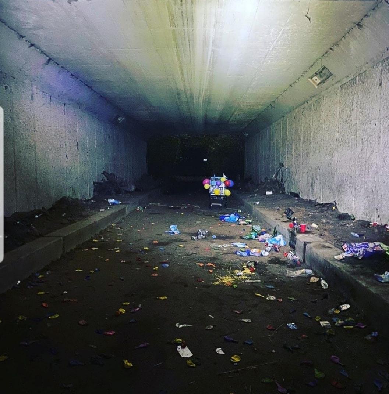 Politie maakt einde aan illegaal feest onder viaduct in Naarden