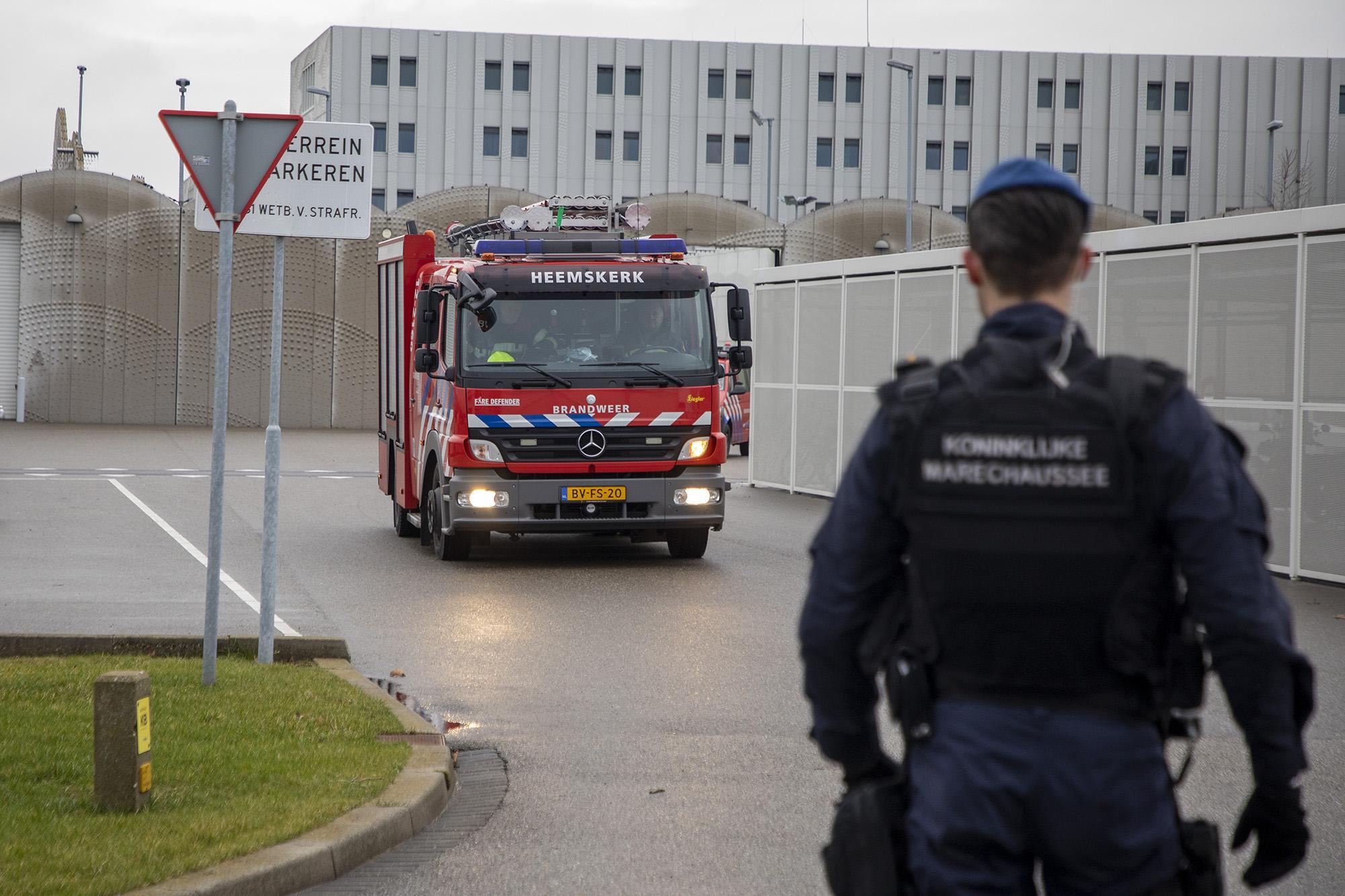 Man opgenomen in ziekenhuis na brand in cellencomplex Schiphol
