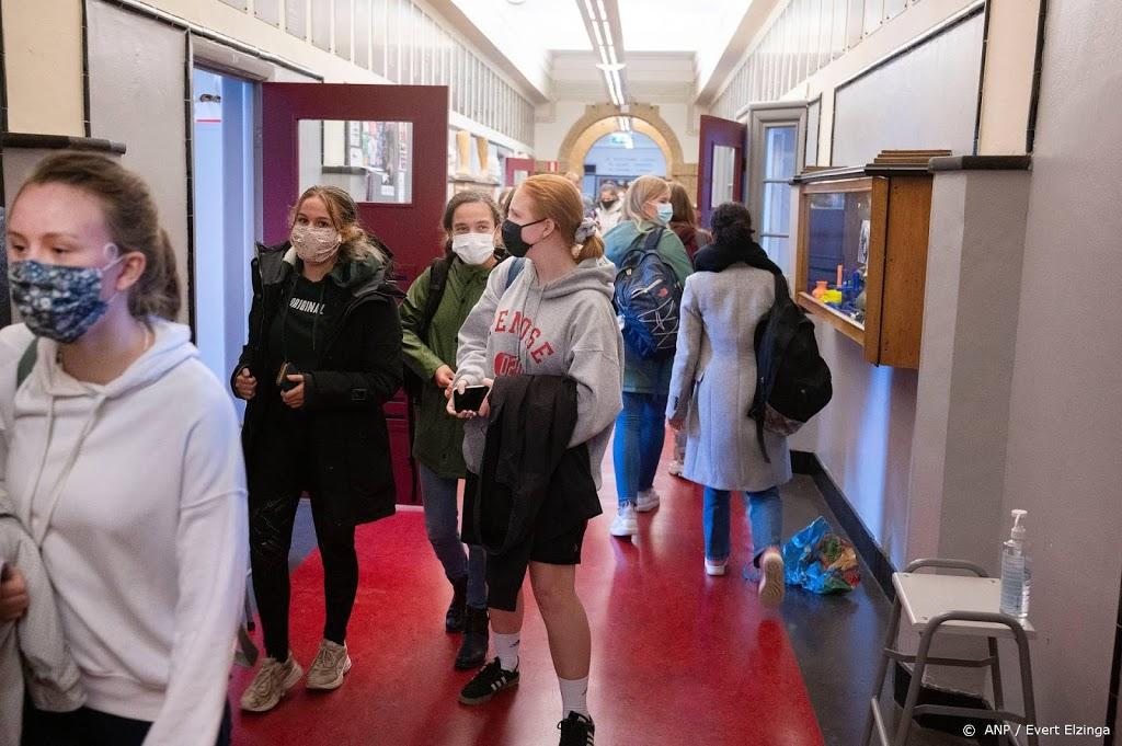 'Weinig gemor op middelbare scholen over mondkapje'