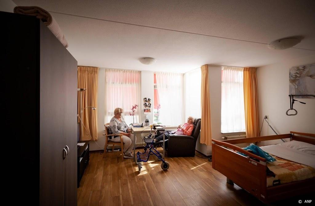 Deel naasten minder vaak op bezoek in verpleeghuis sinds verbod