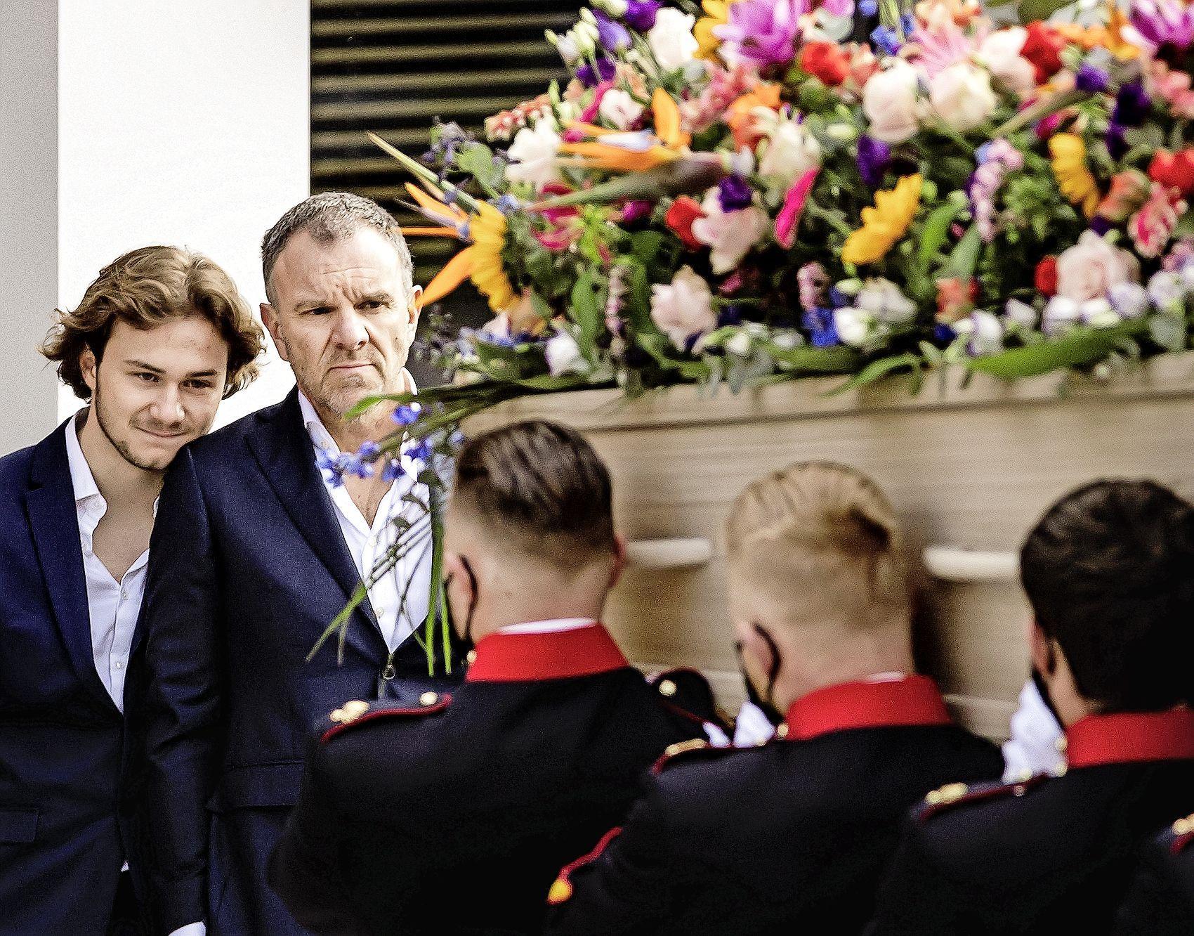 Julian, de zoon van Bibian Mentel, bedankt aanwezigen van erehaag: 'Mooi afscheid'