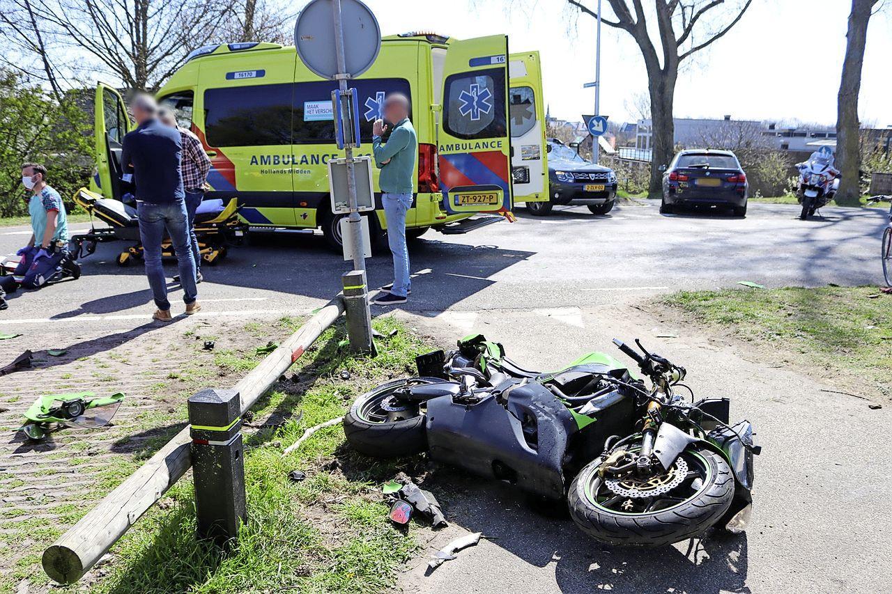 Motorrijder ernstig gewond bij botsing met auto in Noordwijk