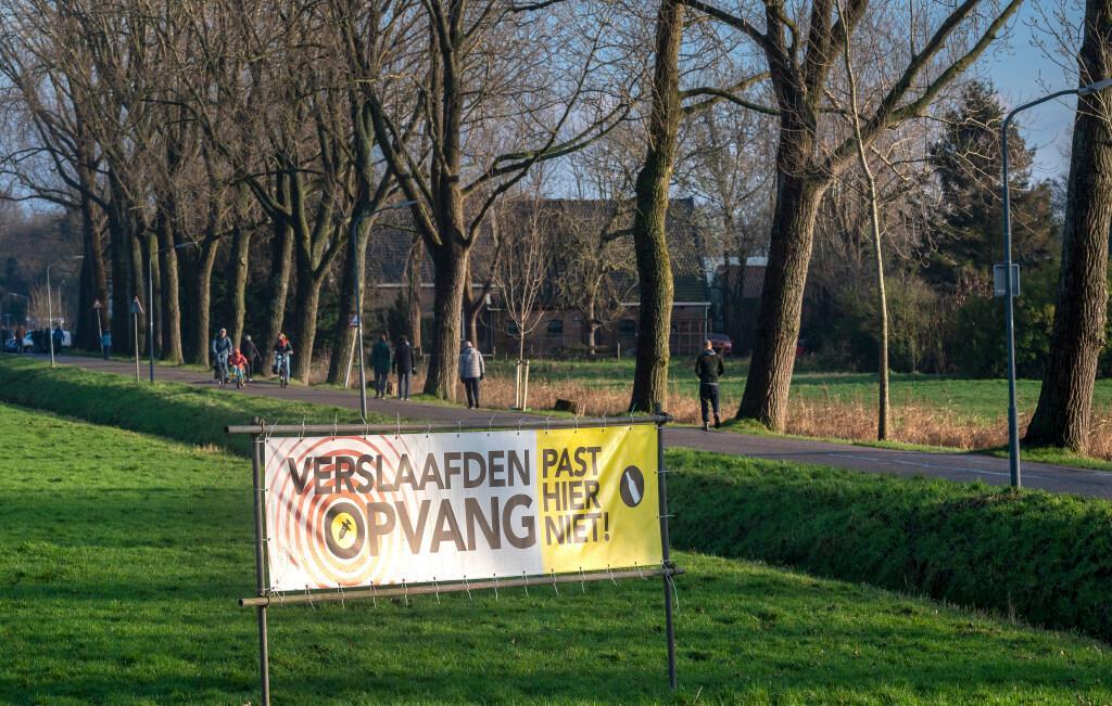 Paar duizend Haarlemmers ondertekenen petities tegen verslaafdenopvang Domus Plus en asowoningen