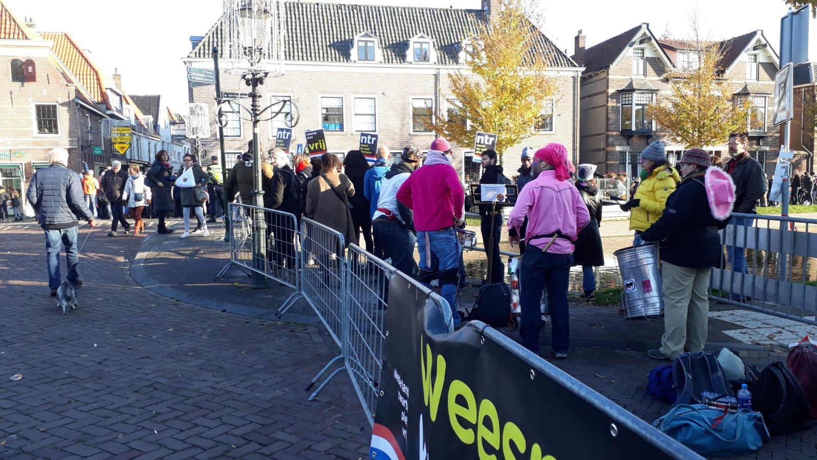 Tegengeluid KOZP bij intocht in Weesp [video]