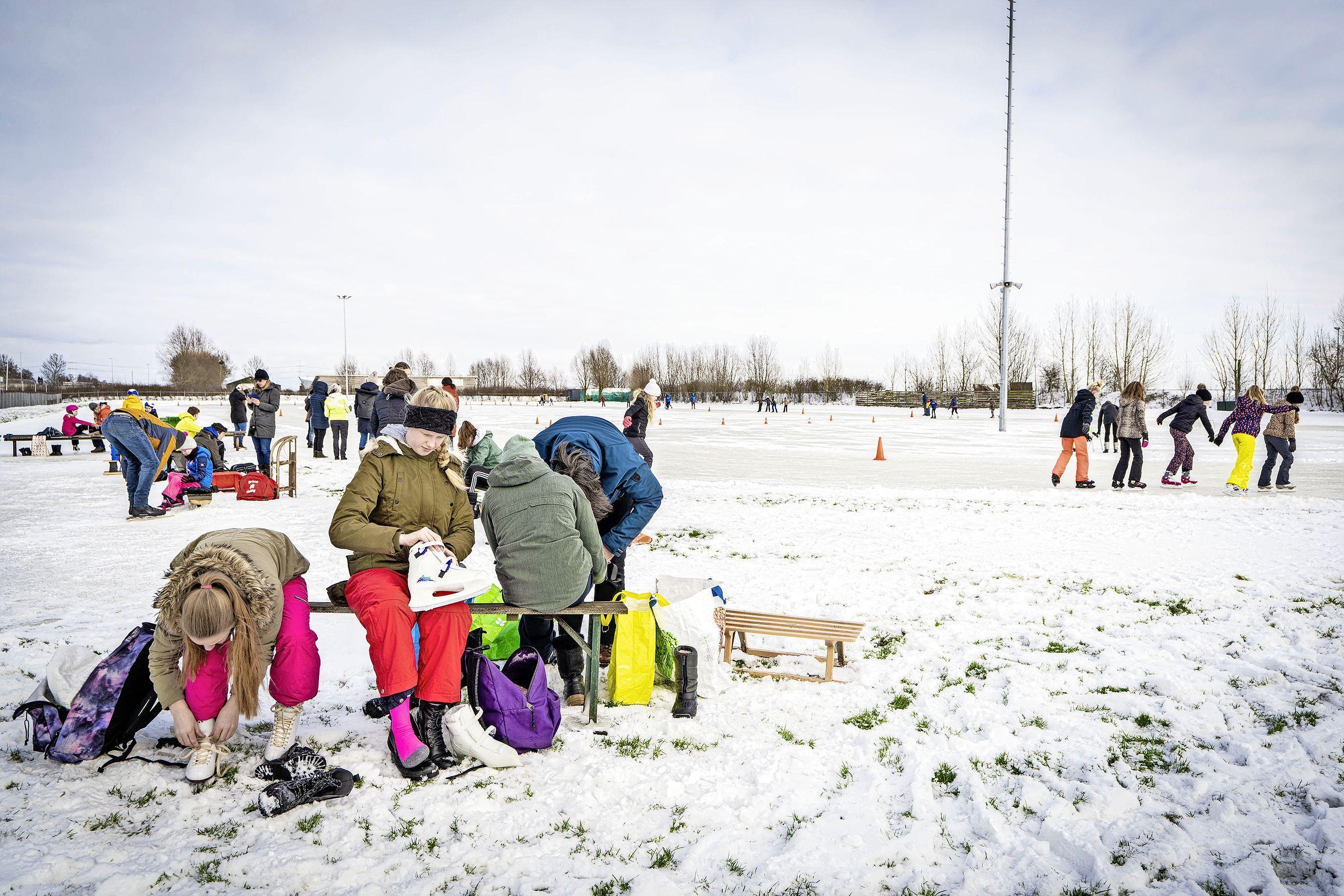 Vrolijke boel op de ijsbaan in Leiderdorp, ijzige stilte in Voorschoten: 'We hadden zo open gekund'