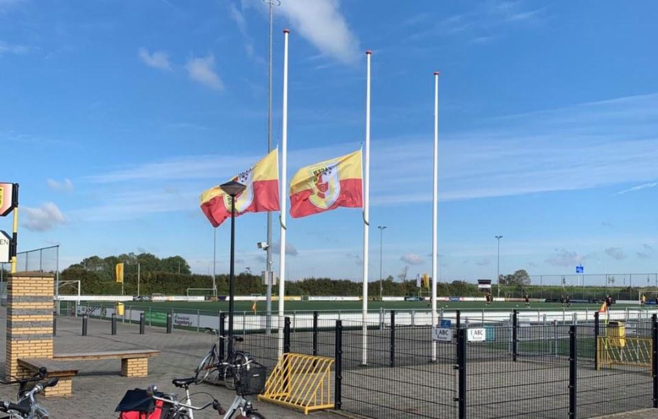 Vlaggen halfstok bij SchagenUnited als eerbetoon voor verongelukte Schagenaar