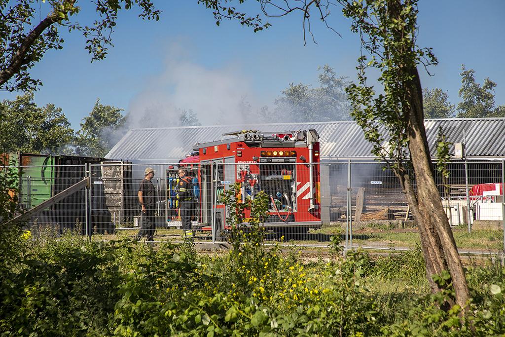 Zeecontainers met bouwmateriaal afgebrand in Spaarndam