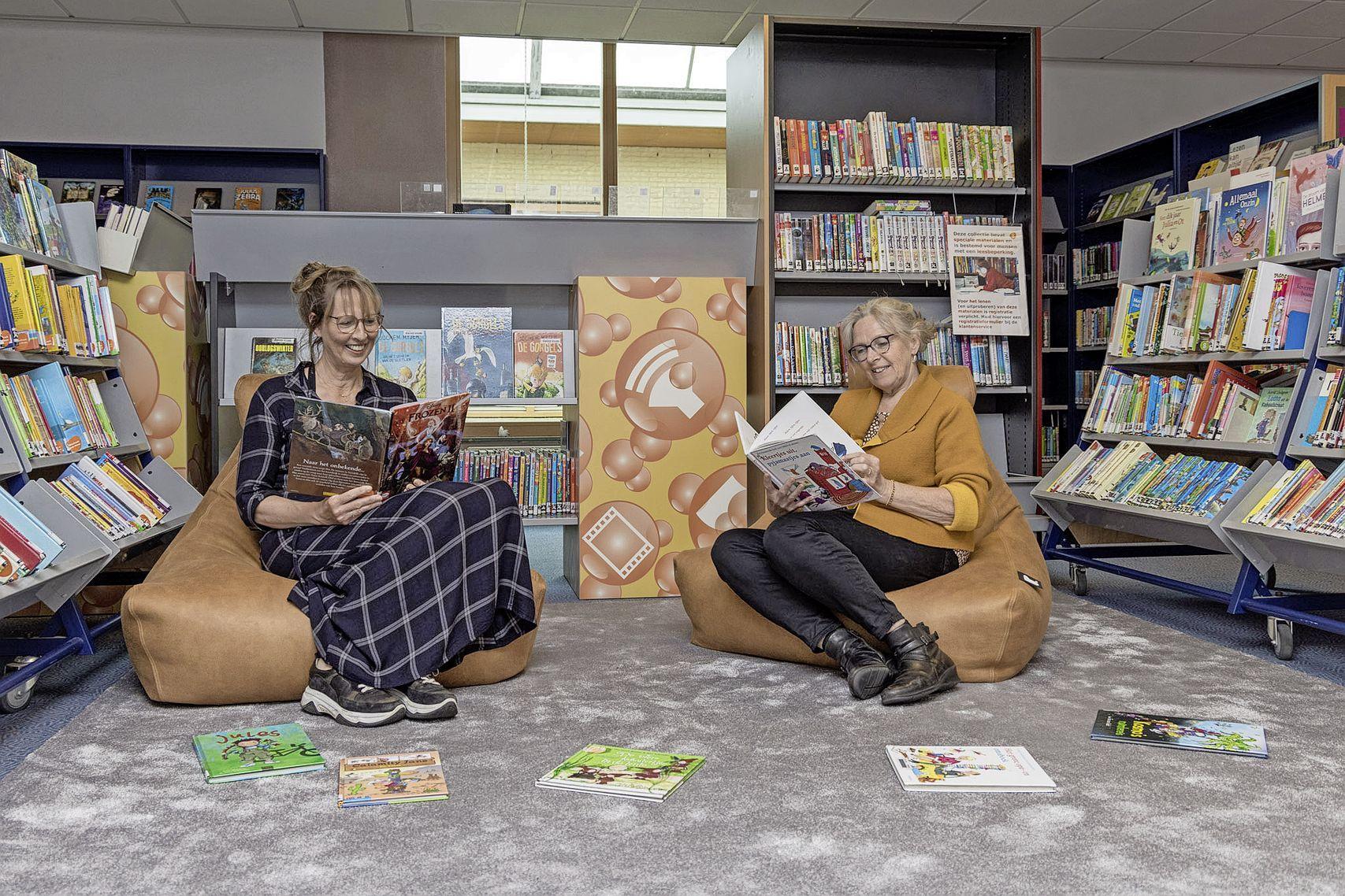 Na maanden tasjes afhalen, is de bibliotheek weer open. 'Mensen vinden het toch fijner om zelf tussen de boeken te snuffelen'