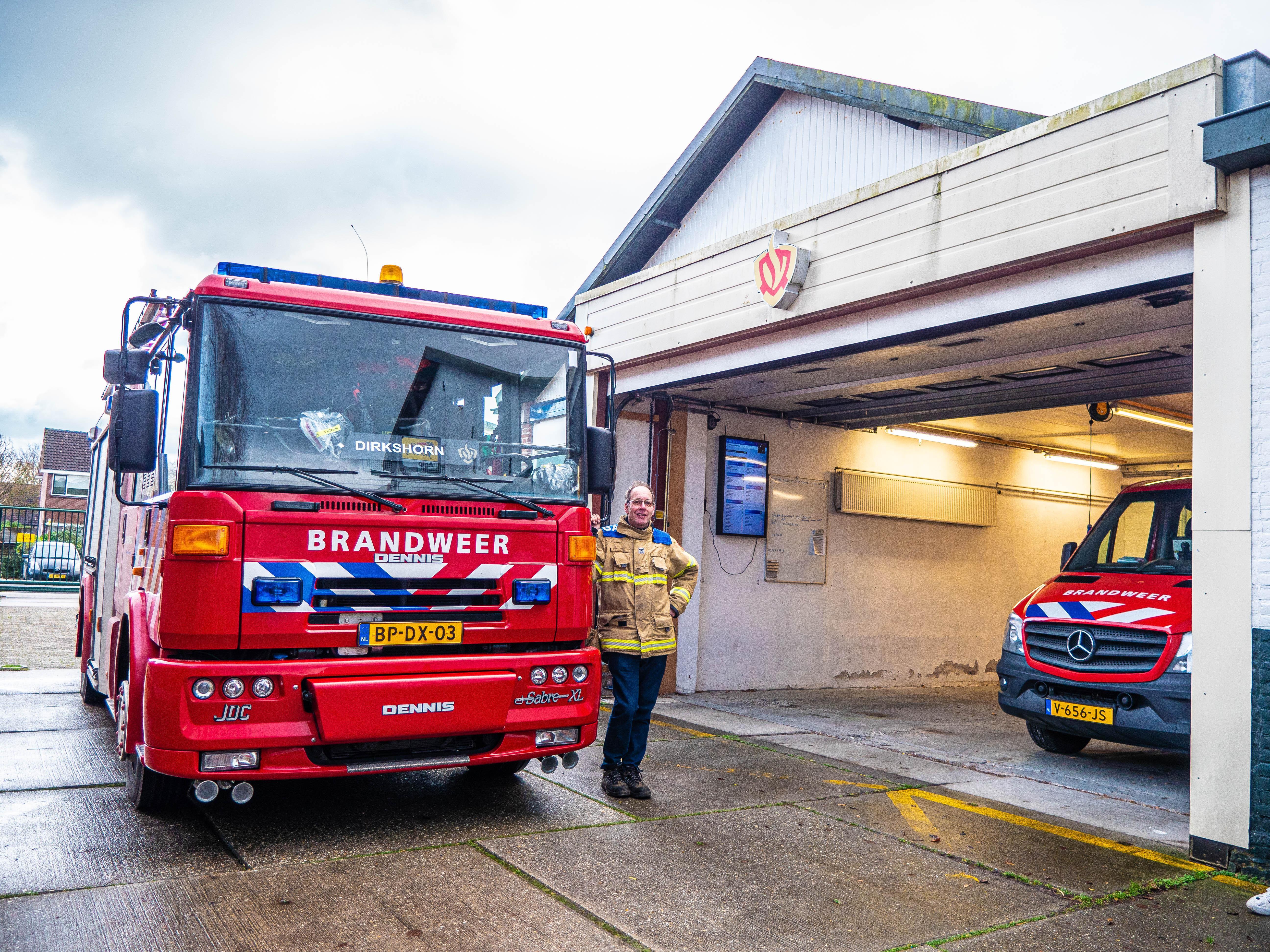 De 'Dennis' van Dirkshorn is de laatste brandweerwagen in zijn soort in Nederland. 'Er zit echt een ziel in deze auto. Het gaat wel wat doen met de ploeg als ie weg is.'
