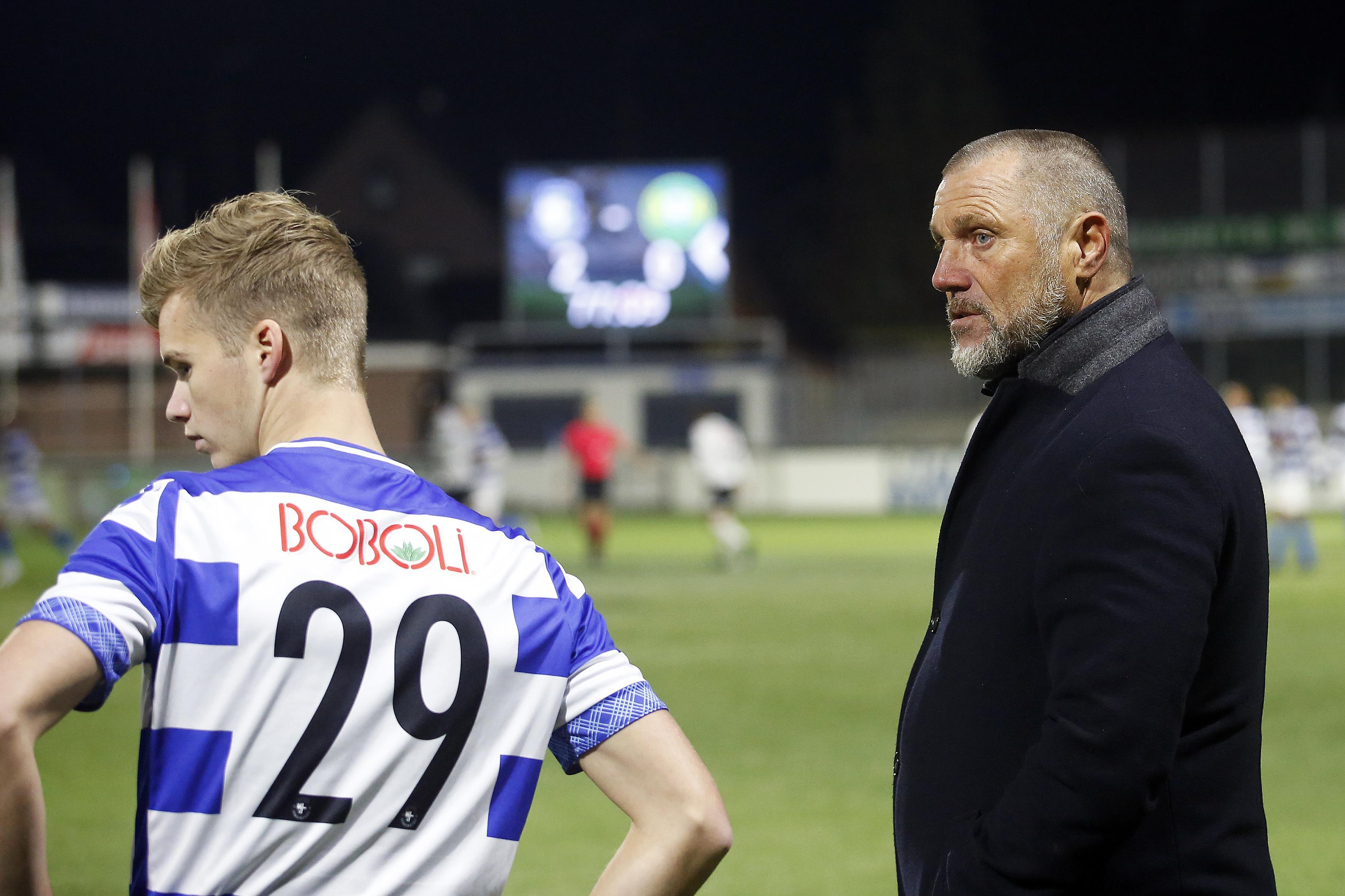 De Wolf vertrekt met 'pijn in het hart' na zege van Spakenburg in KNVB-beker: 'Ik wilde per se nog op de bank zitten, dat heb ik in de onderhandelingen met Feyenoord meteen aangegeven'