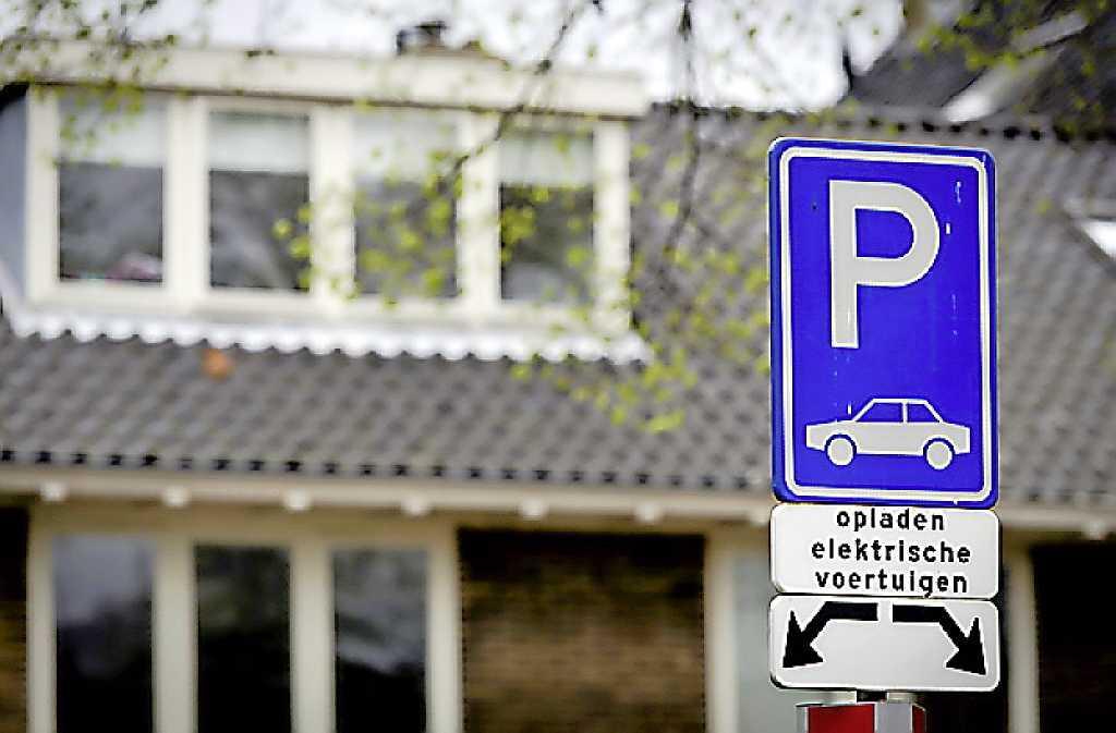 Honderd mogelijke laadplekken voor elektrische auto's op de kaart van Huizen; Wie heeft nog meer suggesties?