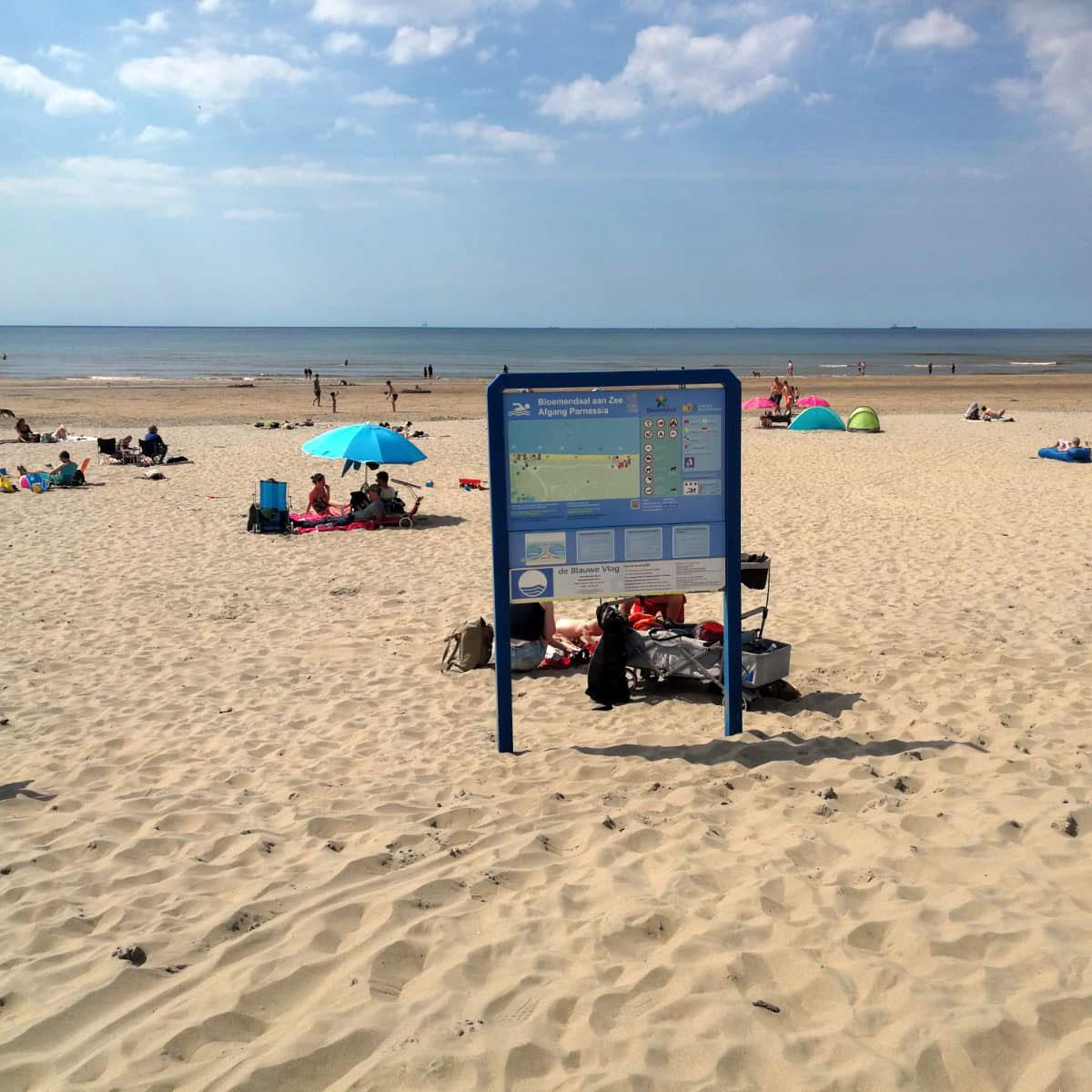 Rode vlag gehesen langs hele kust Noord-Holland, iedereen moet het water uit