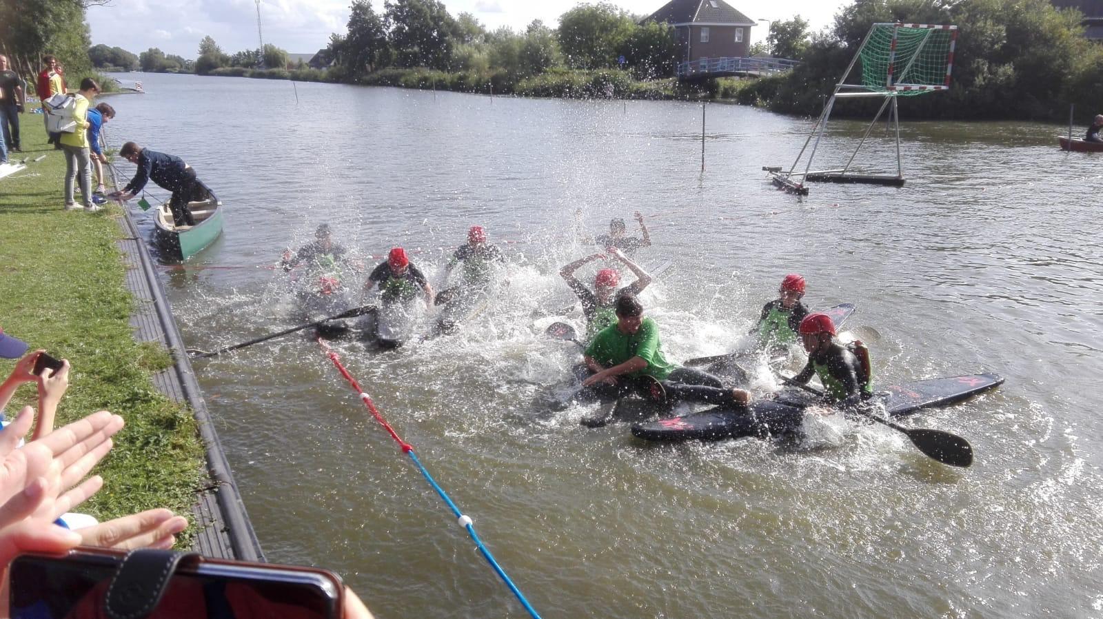 Jeugd van Waterwolf voor het eerst Nederlands kampioen kanopolo