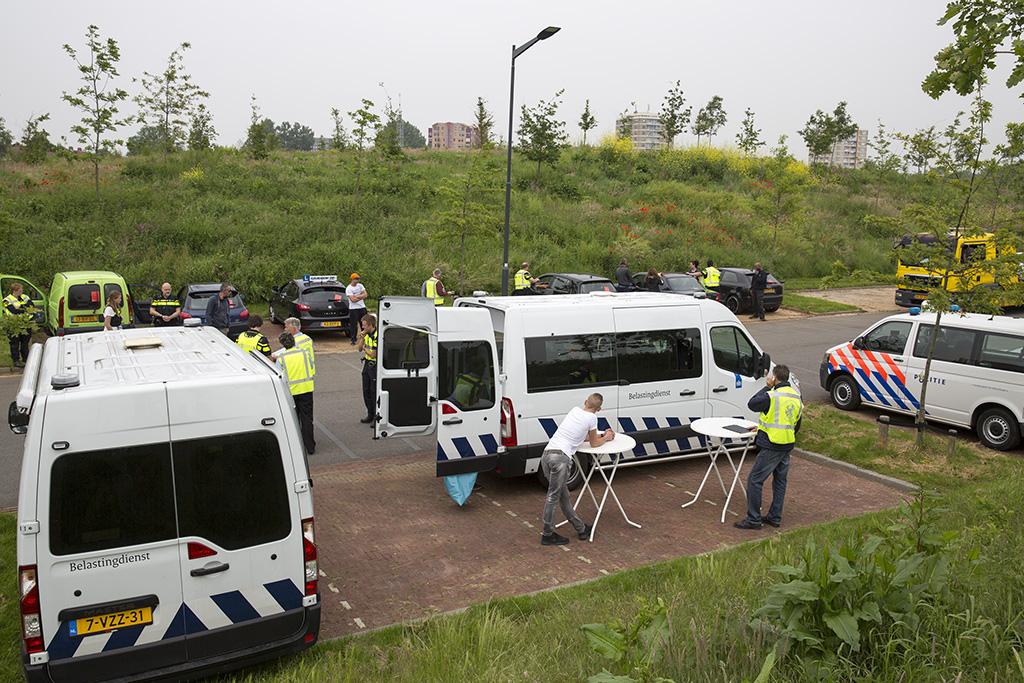 Auto's in beslag genomen bij controle Reinaldapark Haarlem