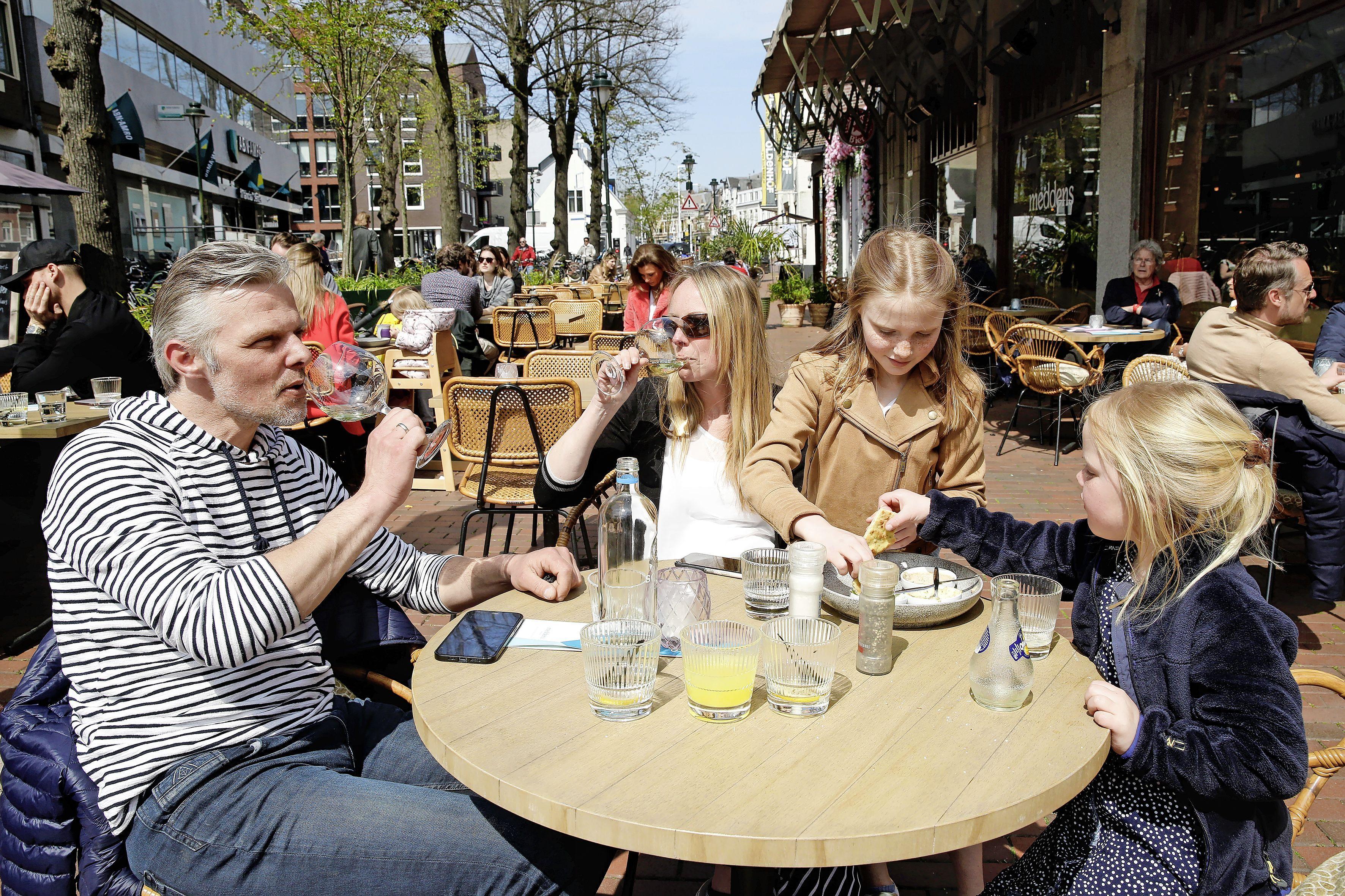 De eerste terrasdag in het Gooi en Eemland zit erop. Dit zijn de beelden