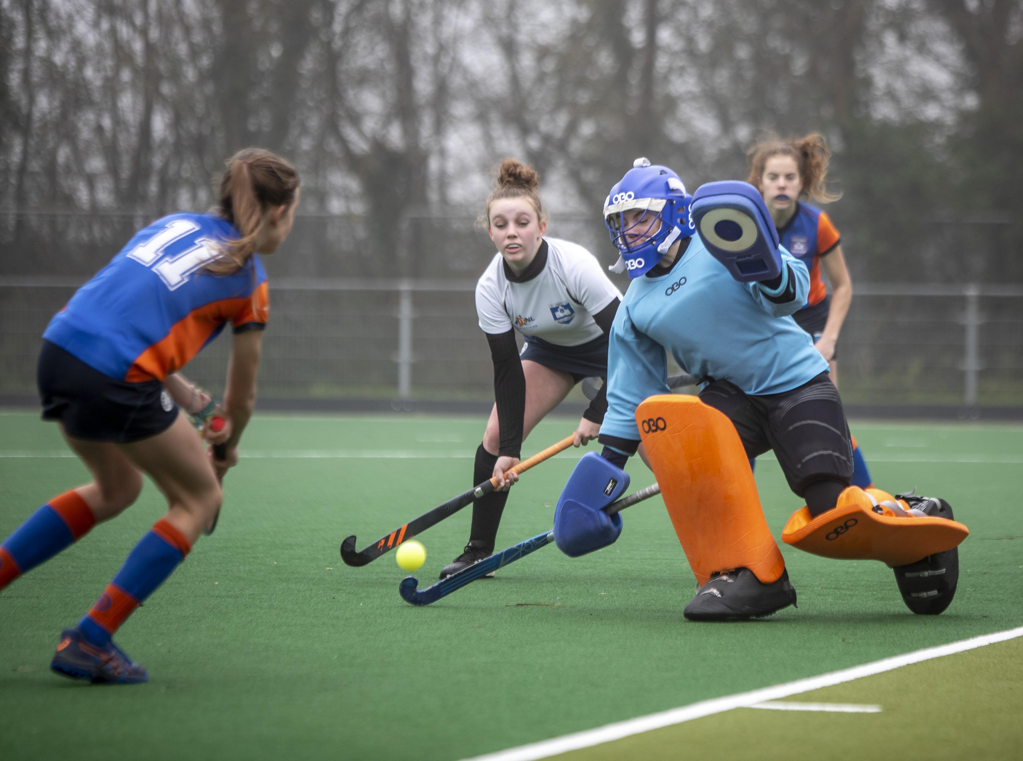 De jeugd van de Haarlemse Mixed Hockey Club Saxenburg speelt wekelijks onderlinge partijtjes. Hoe lang blijft dat nog leuk?