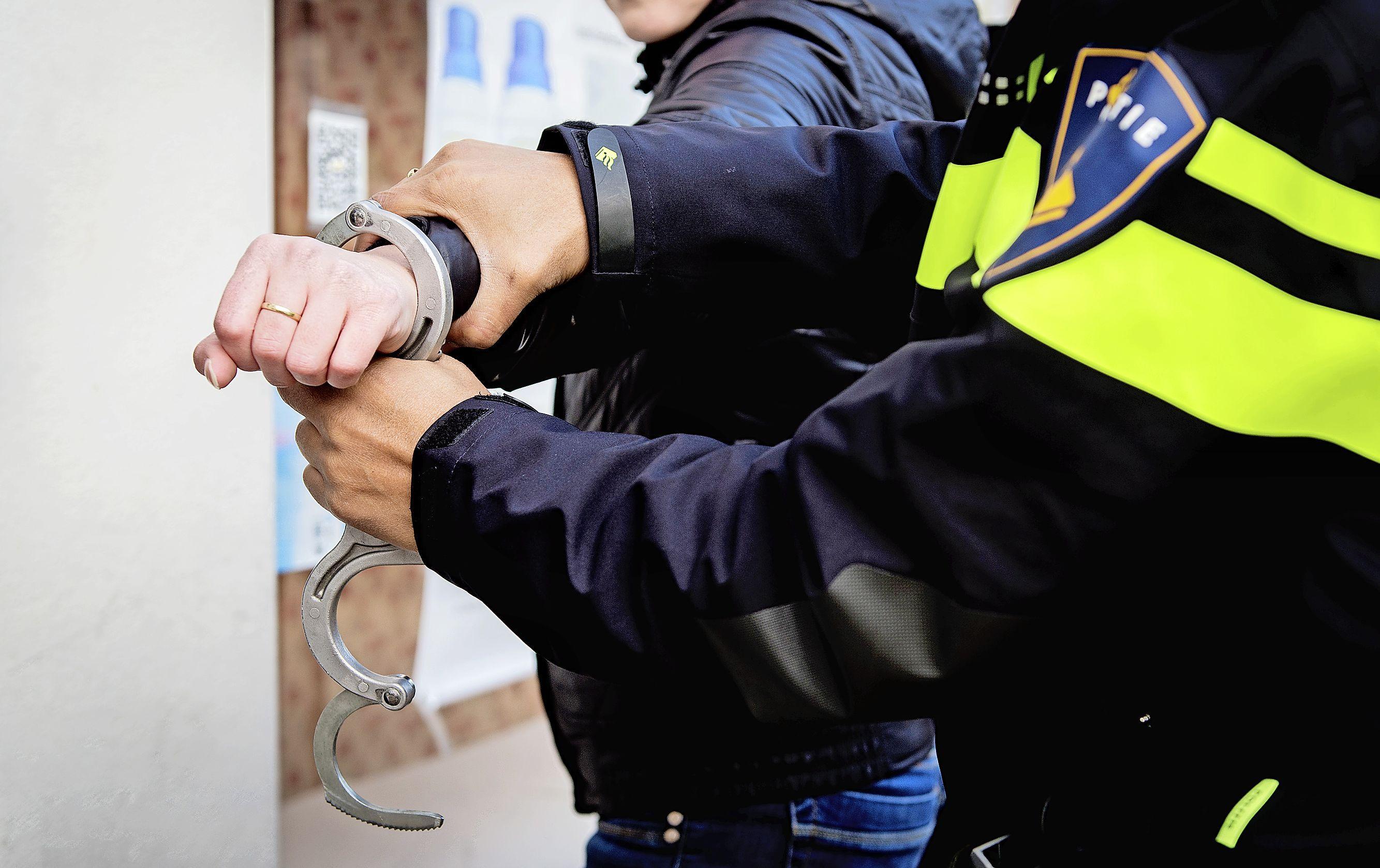 Man uit Hilversum opgepakt voor drugshandel, witwassen en brandstichting bij auto