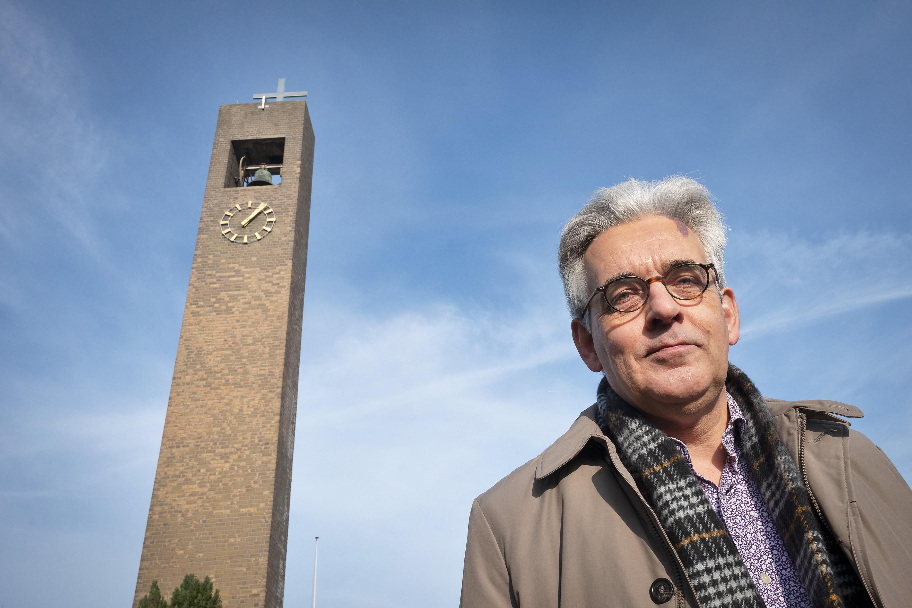 Dominee Sicco Zijlstra begint actie om klok van de Pelgrimkerk in Haarlem weer te mogen luiden