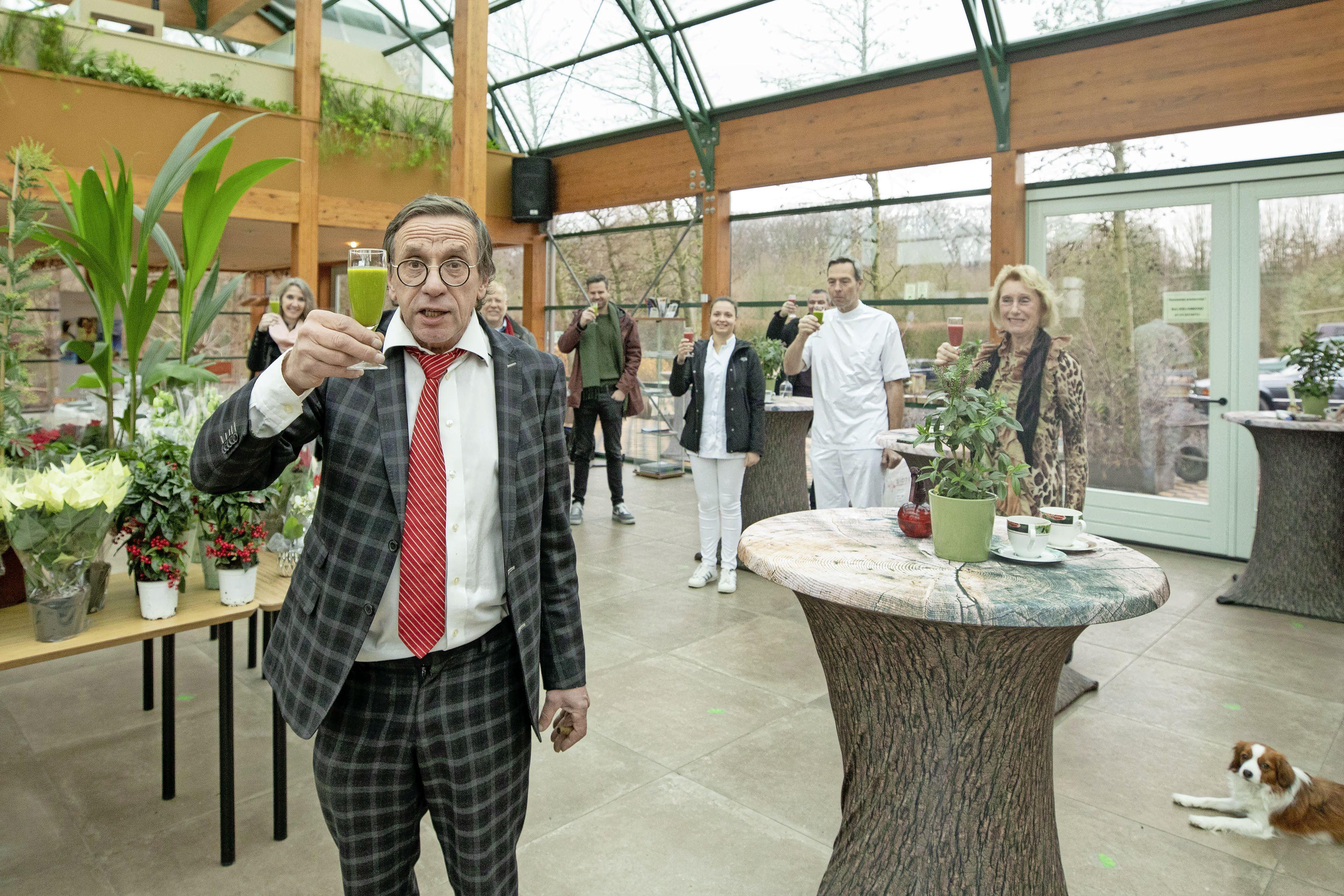Coronaboete voor het Bomencentrum Baarn had niets te maken met Lamborghini-feestje, maar alles met het terras waar gasten van de coronateststraat stonden, zegt Hans Blokzijl: 'Terras? Buitenterrein!'