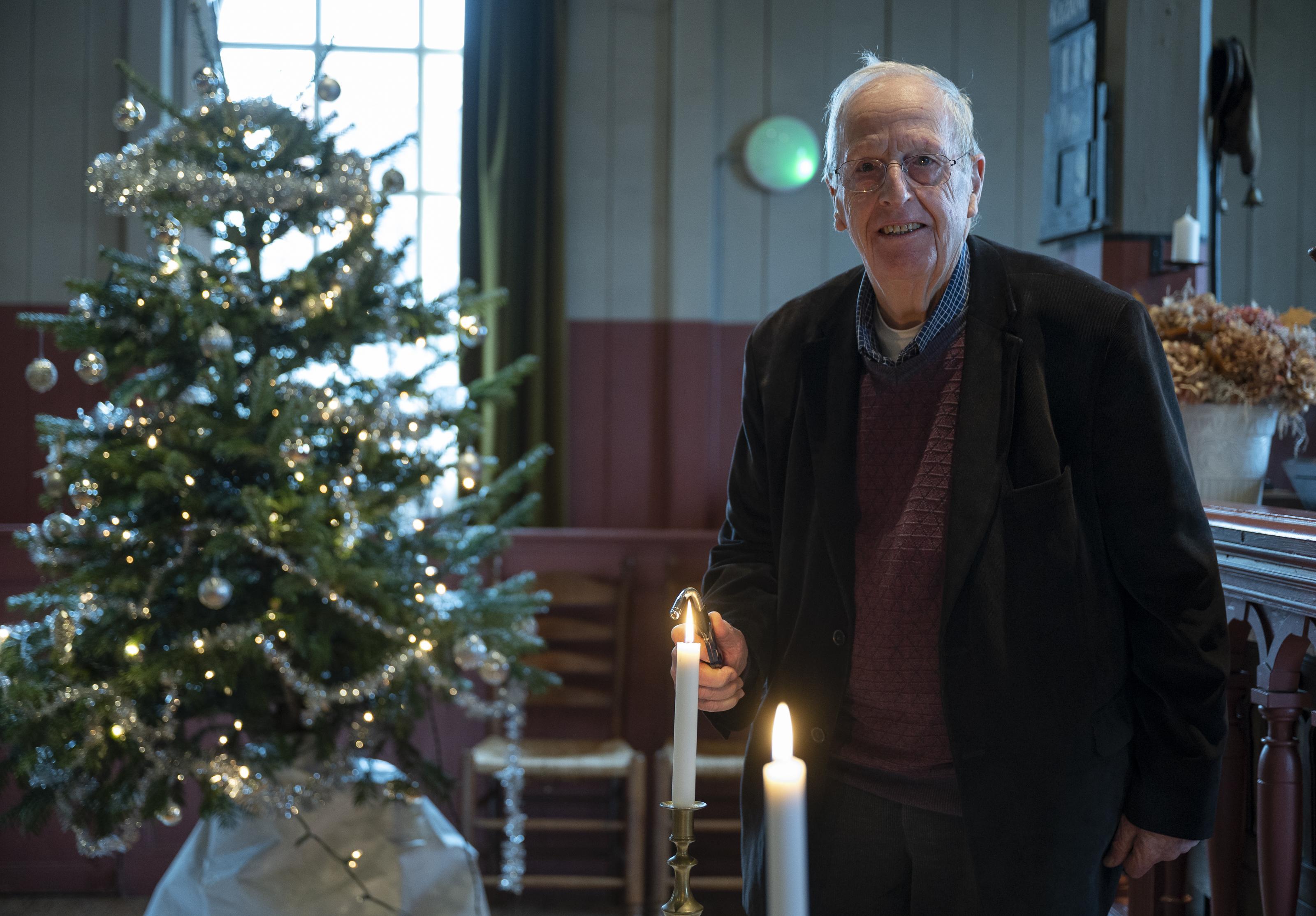 Toeristen uit het Marinapark, emigranten op familiebezoek: in het Stolphoevekerkje in Volendam komen regelmatig vreemdelingen aanwaaien