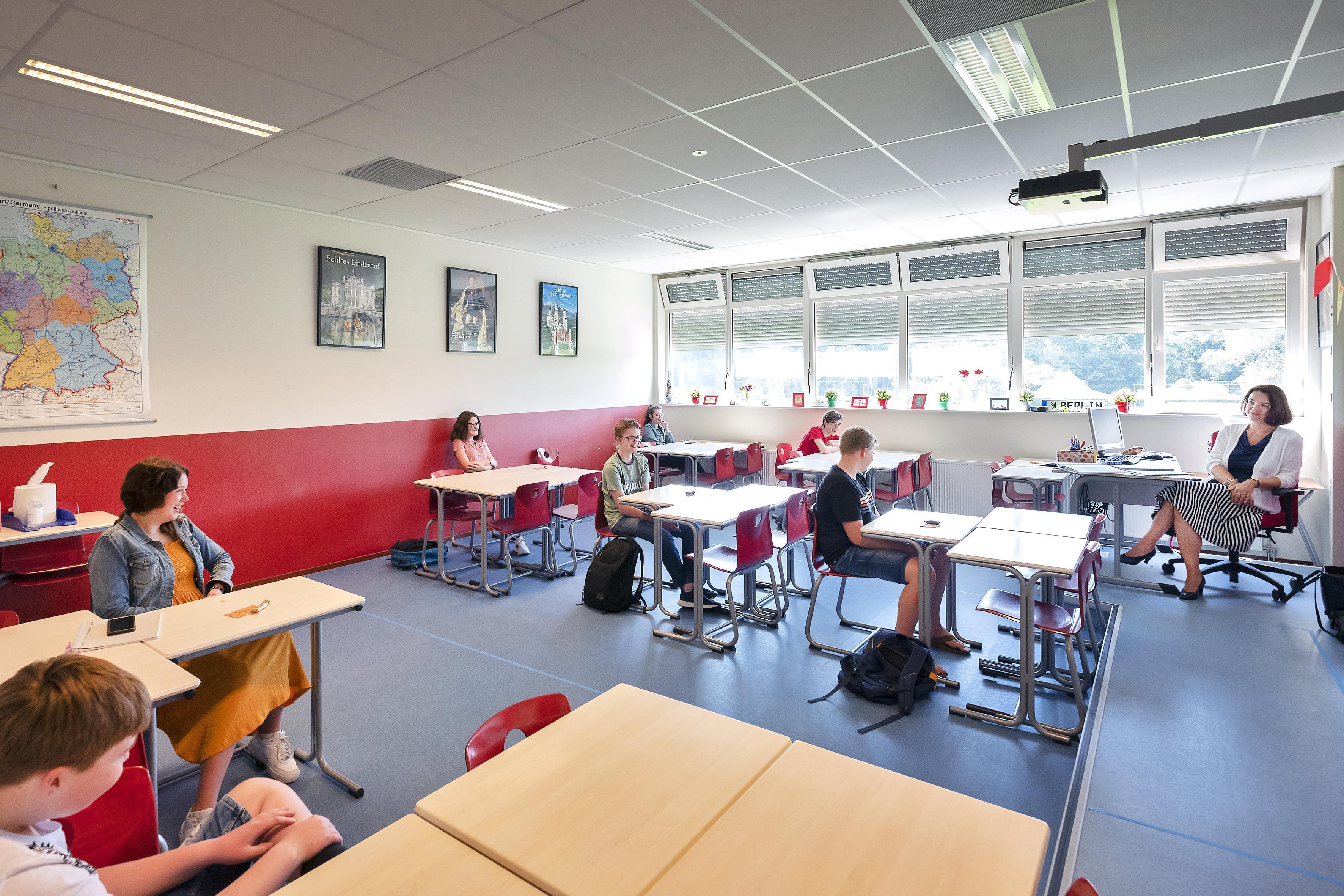 Hoe zit het met de ventilatie op scholen? Gymnasium Felisenum wacht advies niet af en laat luchtkwaliteit onderzoeken, Jac. P. Thijsse in Castricum zet ramen en deuren open