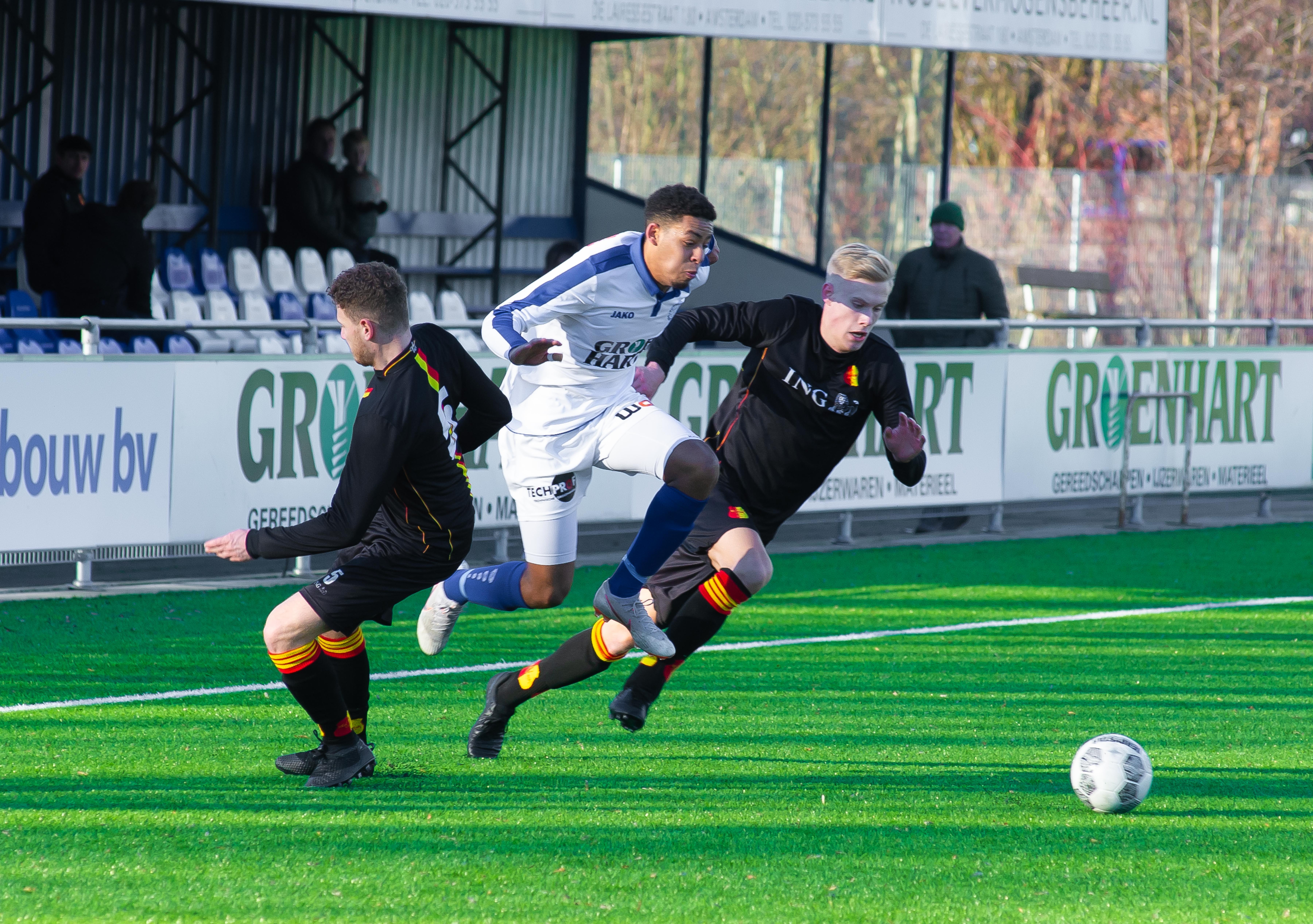 Purmerender Dyllandro Panka (21) tekent profcontract bij FC Volendam; 'sierlijke linkspoot met veel potentie'