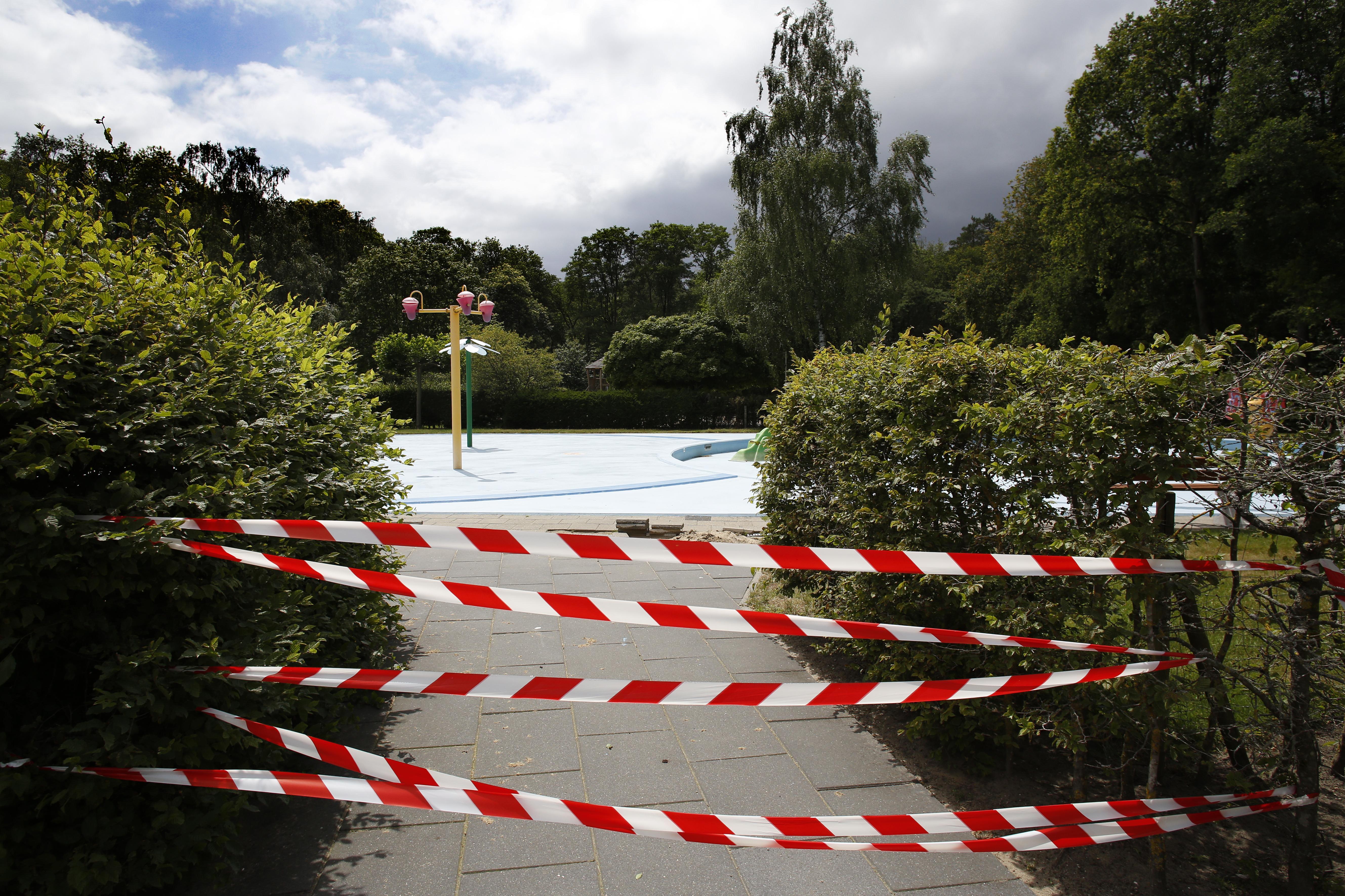 Peuters mogen toch plonsen in 'de Sijs'; Peuterbad Sijsjesberg Huizen gaat open voor de allerkleinsten en hun papa's en mama's